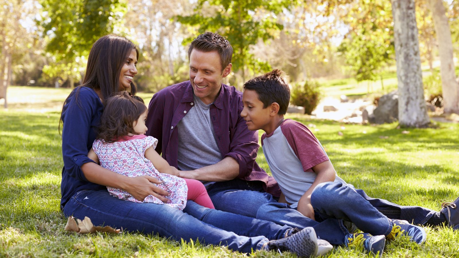 Sobreprotecció i hiperpaternitat, els grans perills per a les famílies