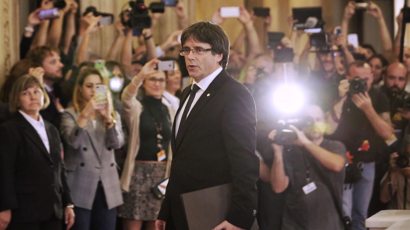 El president Carles Puigdemont arriba al Parlament