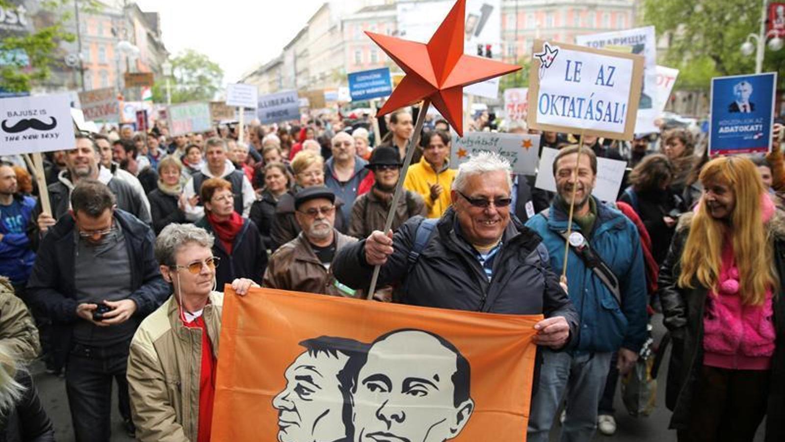 Brussel·les expedienta Orbán per vetar la universitat de Soros