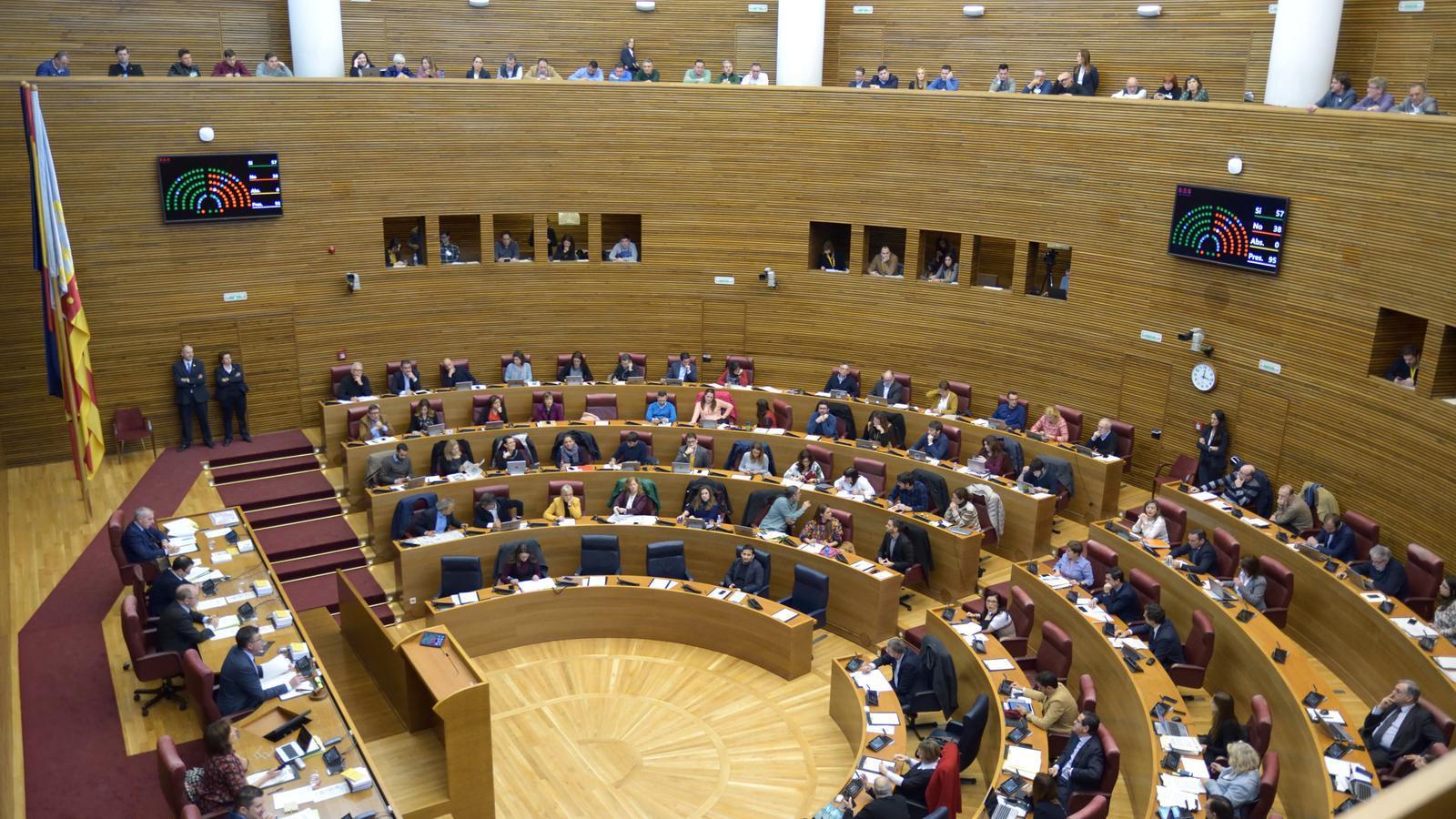 El Parlament valencià aprova la nova llei de plurilingüisme amb l'oposició de PP i Cs