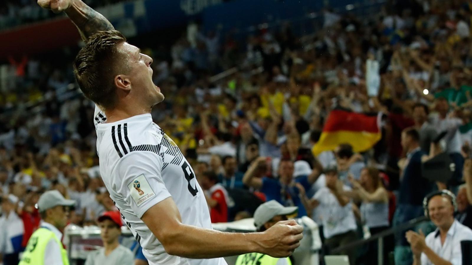 Kroos celebra el 2-1 de falta