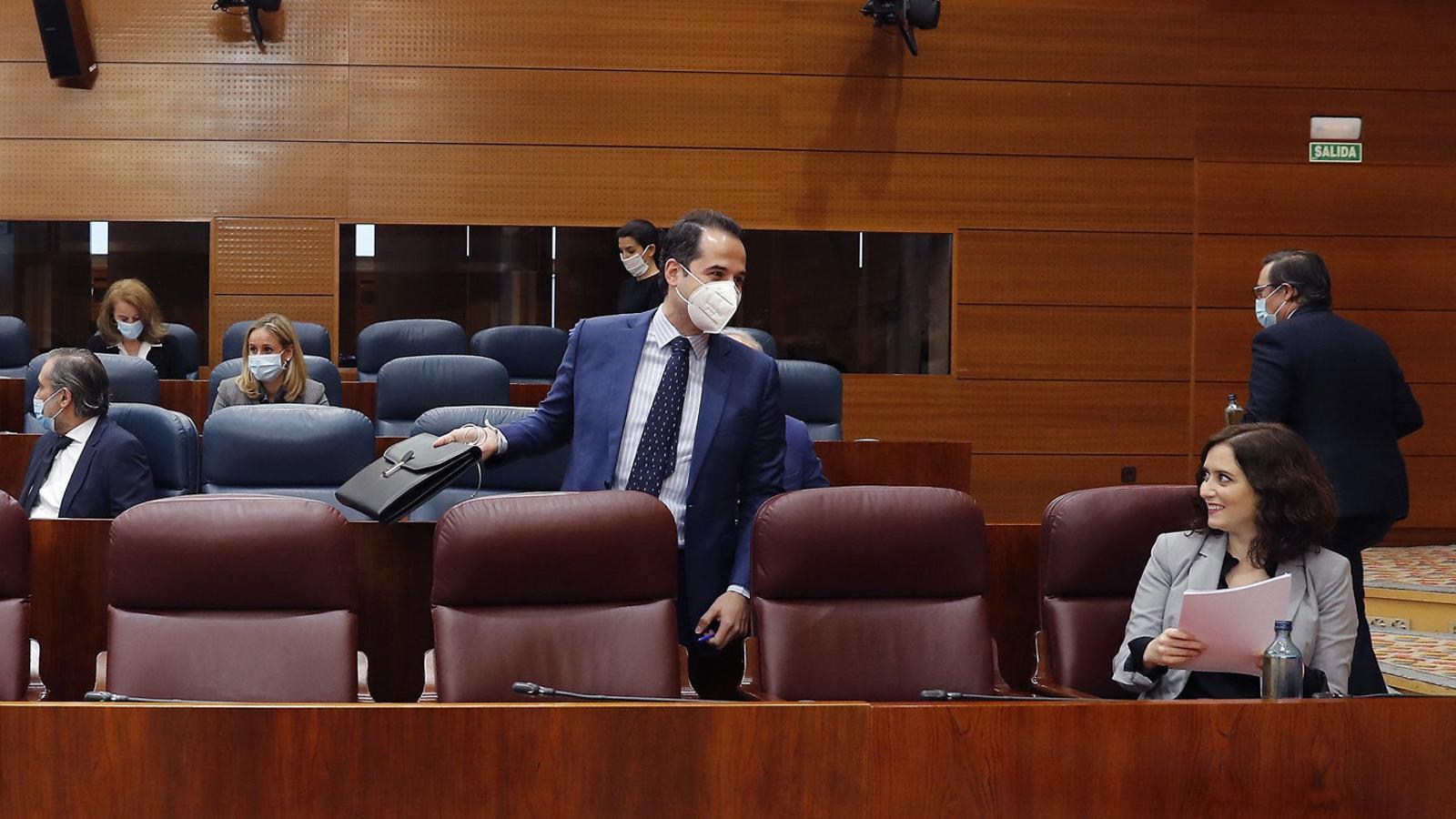 El govern madrileny trontolla per la gestió de les residències