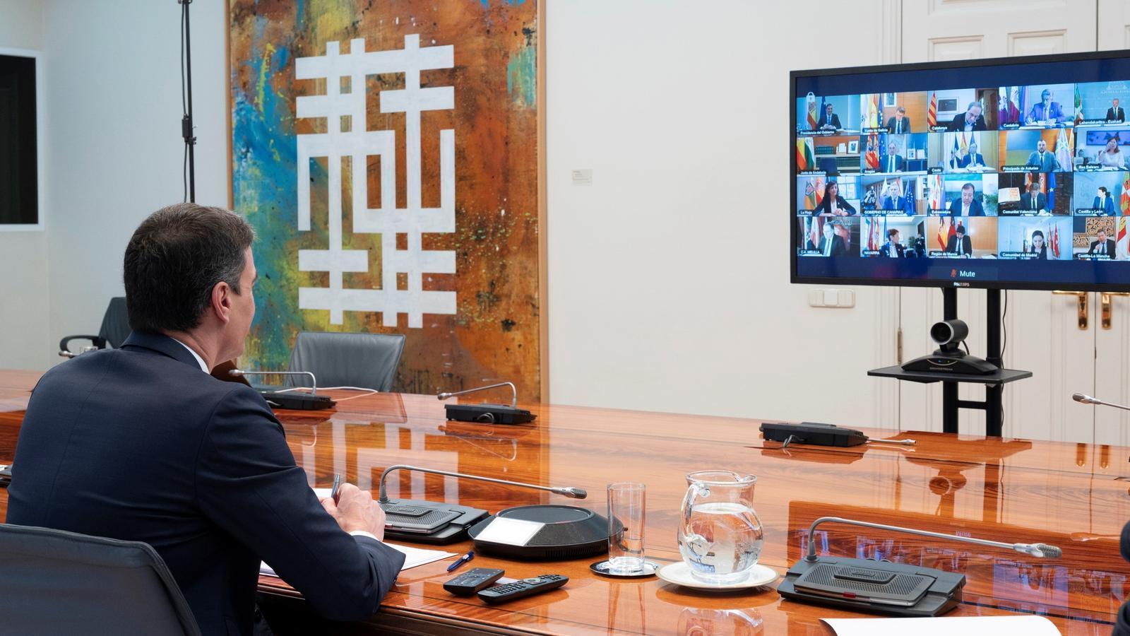 Reunió telemàtica del president del govern espanyol, Pedro Sánchez, amb els presidents autonòmics. És la quarta trobada des de la declaració de l'estat d'alarma.