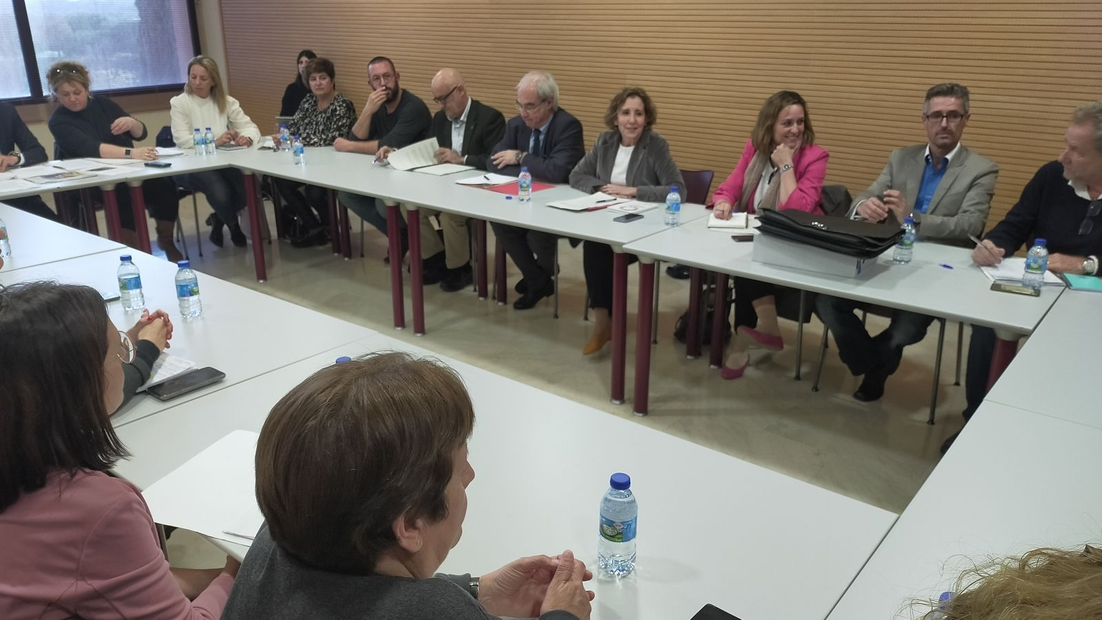 Imatge de la reunió de Calvo amb els batles del Llevant a l'Auditori de sa Màniga a Cala Millor.