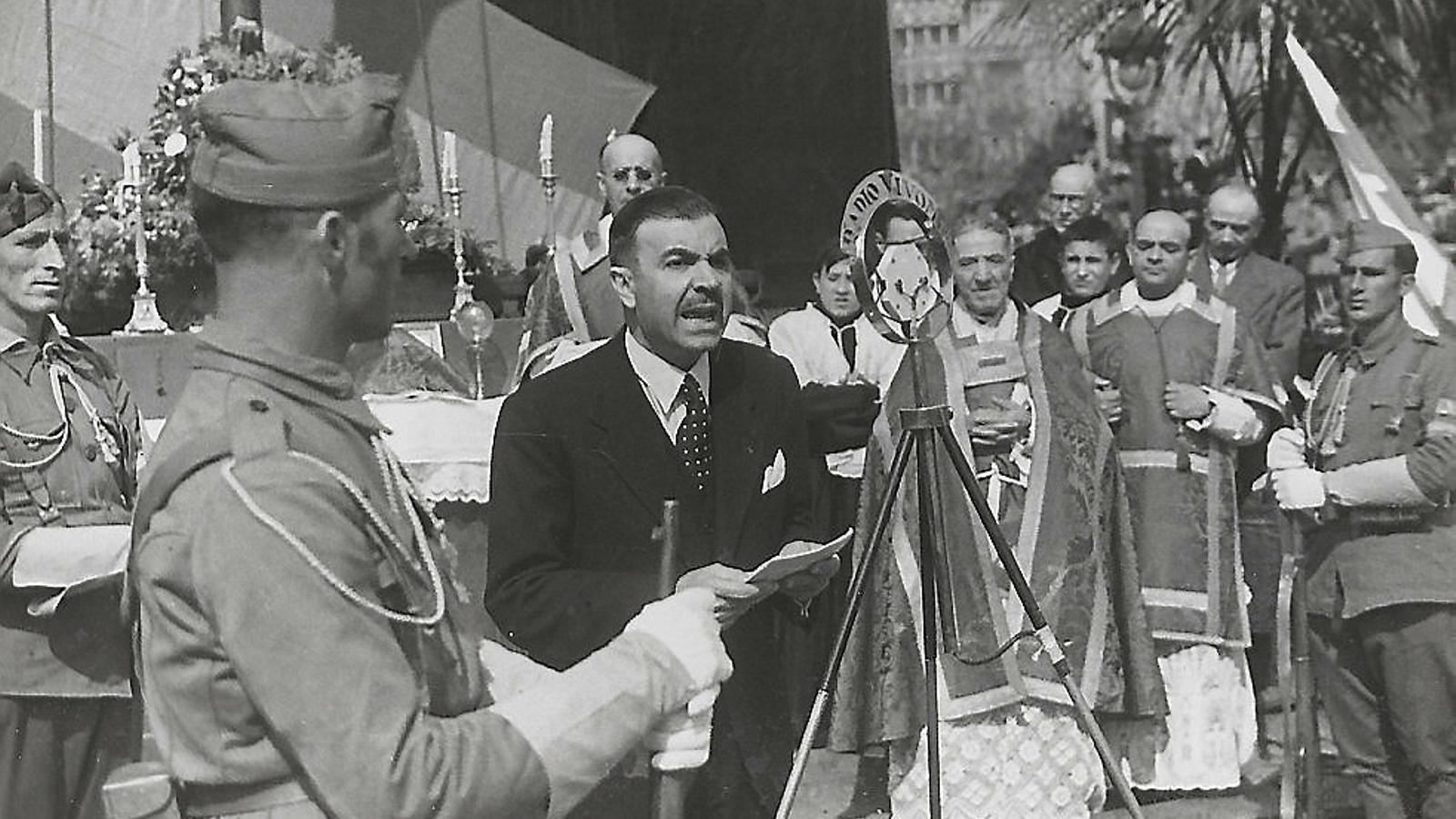 L'alcalde Miquel Mateu fent un discurs durant una missa d'homenatge al Crist de Lepant el 5 de març del 1939.