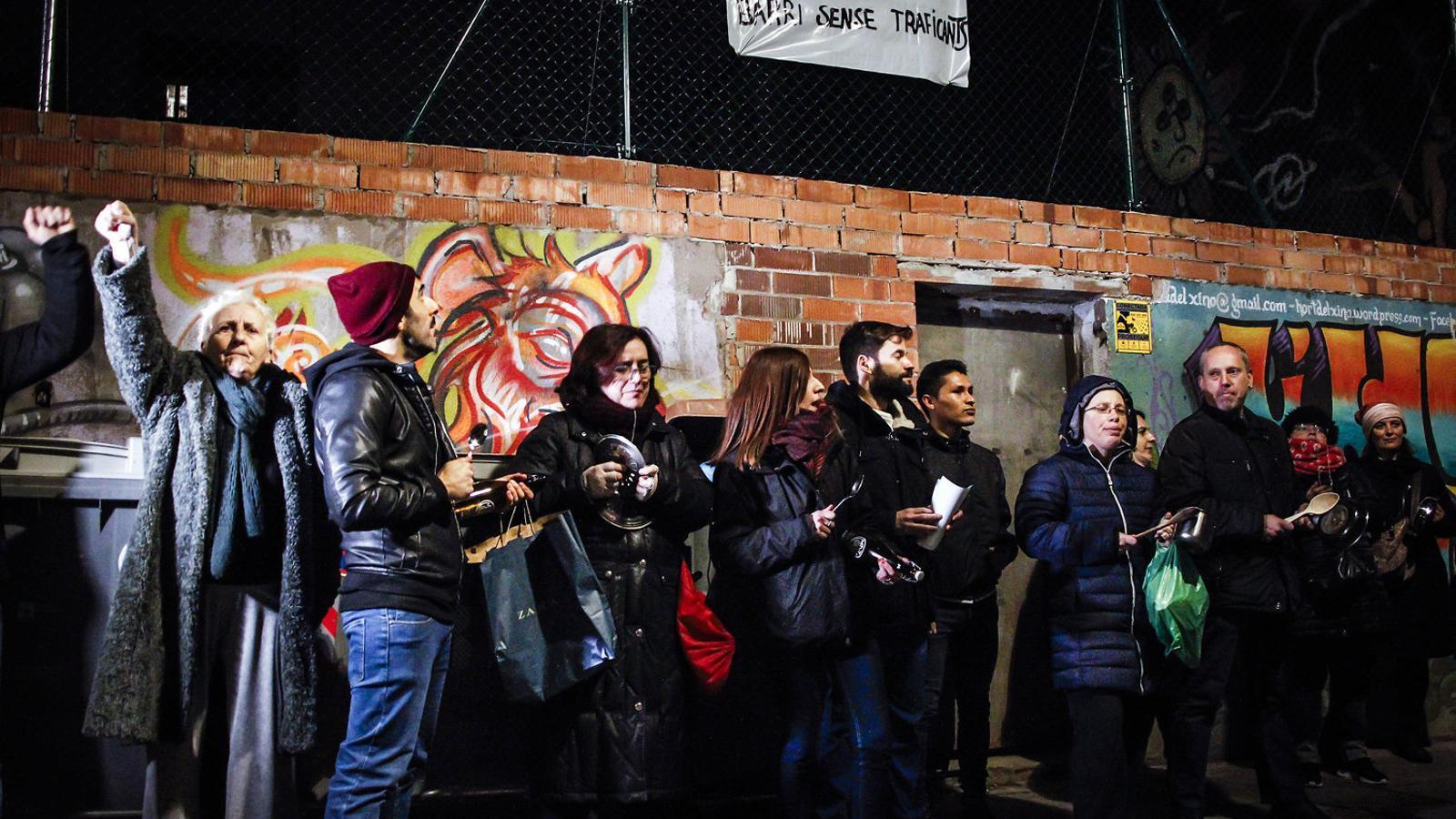 Tornen les cassolades al Raval  Per erradicar els narcopisos