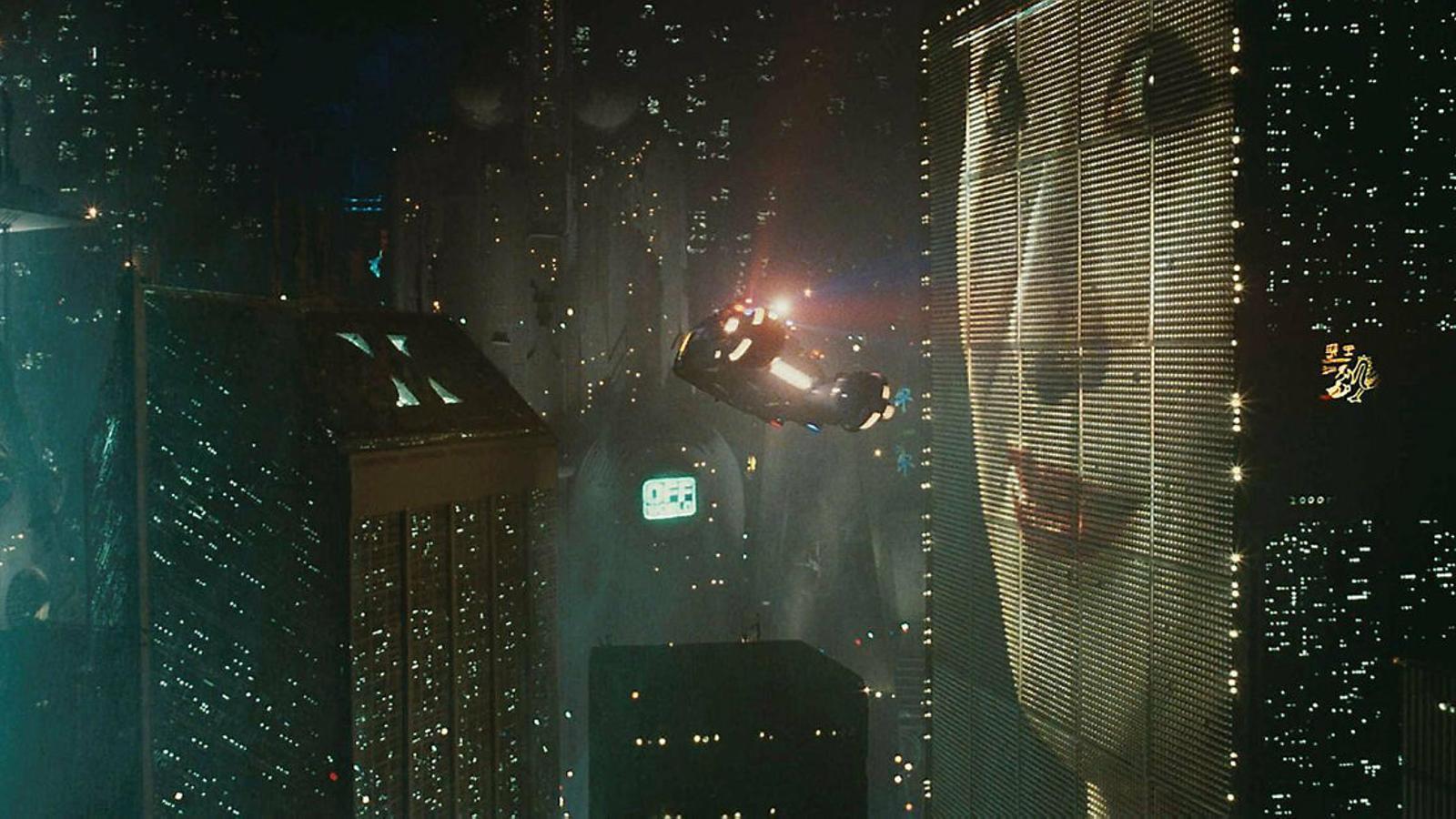 Fotograma de la ciutat futurista de Blade Runner, suposadament ambientada a Los Angeles el 2019.