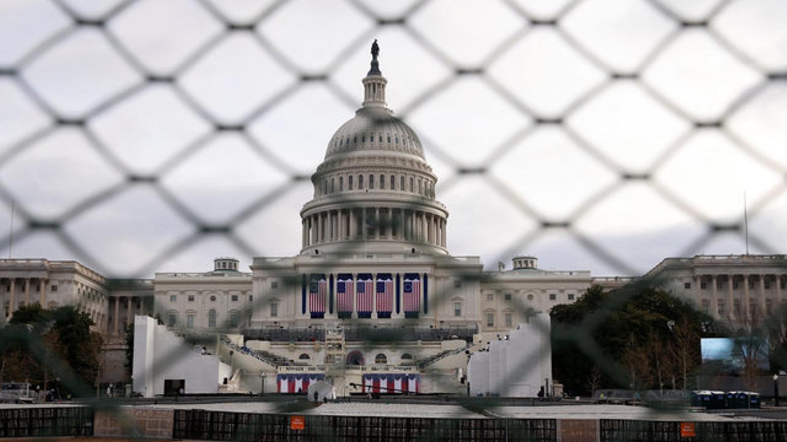L'edifici del Capitoli es prepara per a la cerimònia d'estrena de l'era Trump.