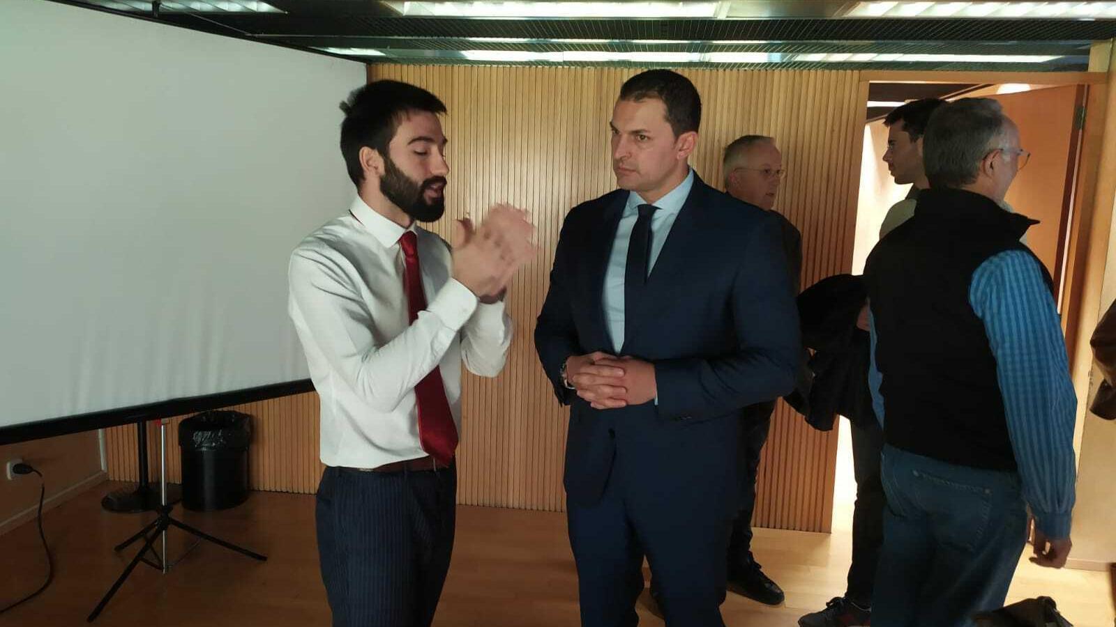 Jordi Gallardo, ministre d'Economia i Empesa amb Sebastià Mijares, impulsor del projecte. / M. R. F.