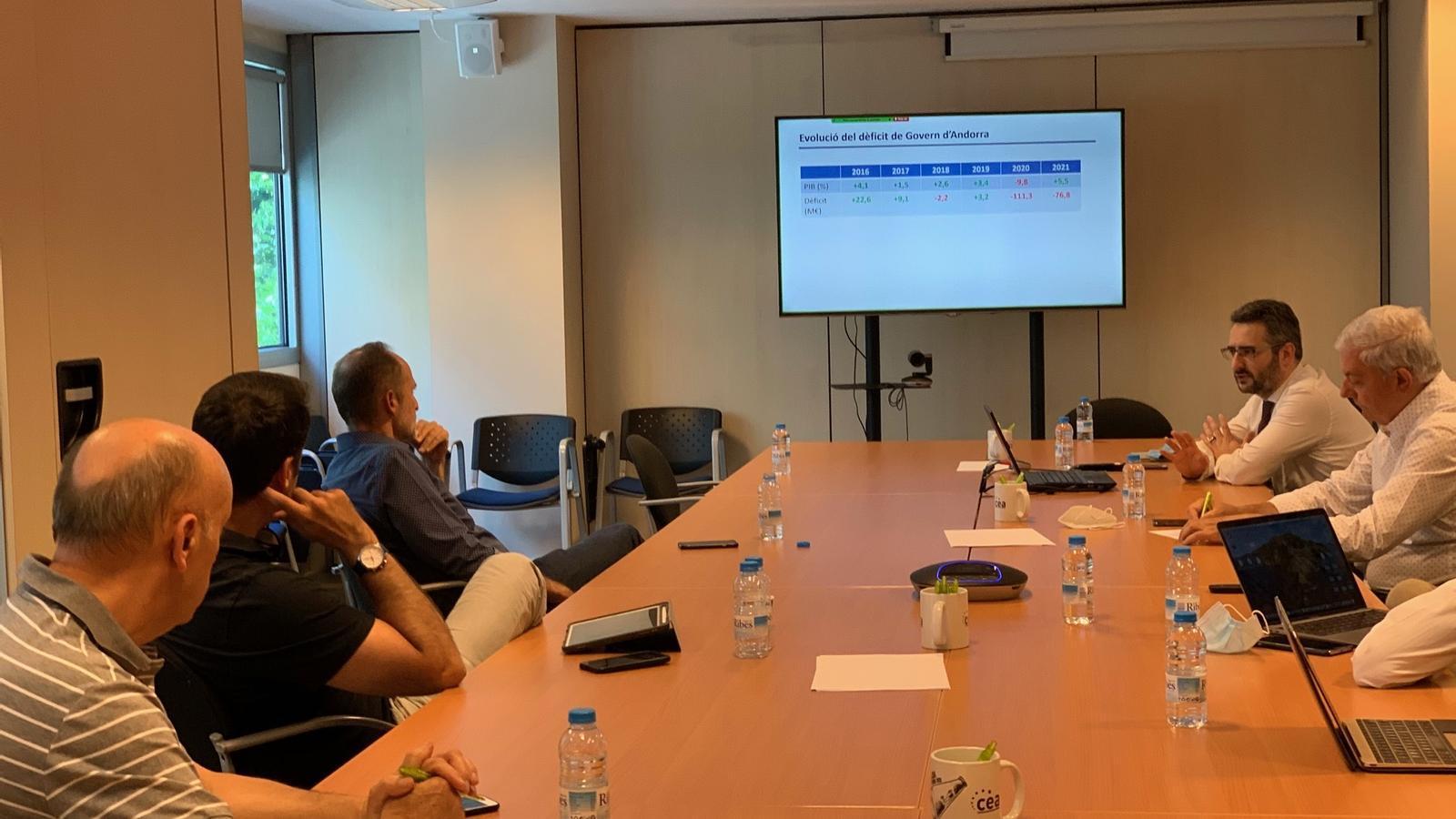 El ministre Jover amb la CEA, a la reunió explicativa d'aquesta setmana. / CEA