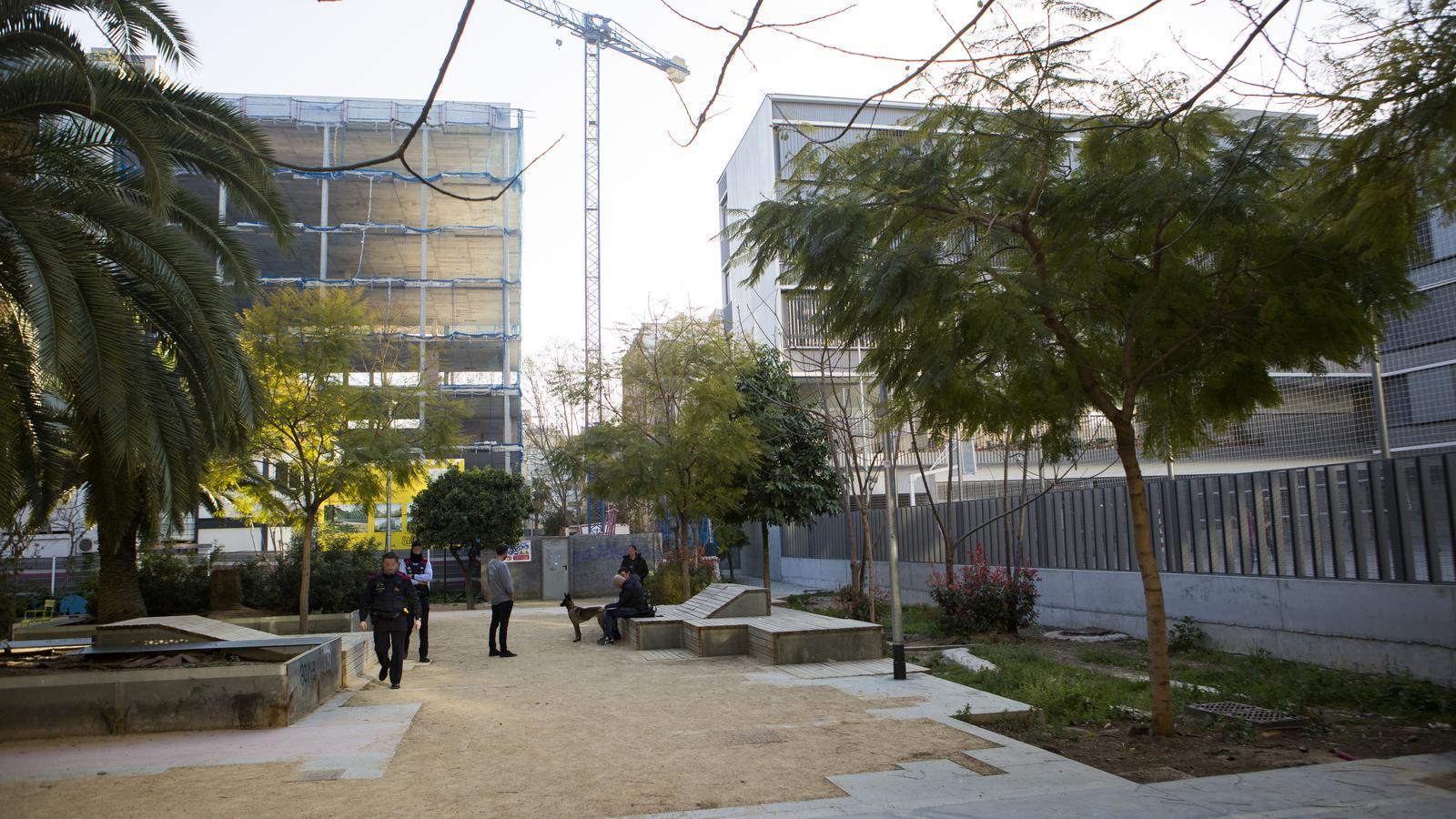 Mort per sobredosi d'heroïna darrere un institut de Barcelona