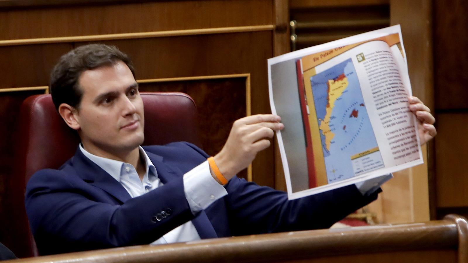 Albert Rivera amb un mapa dels països catalans