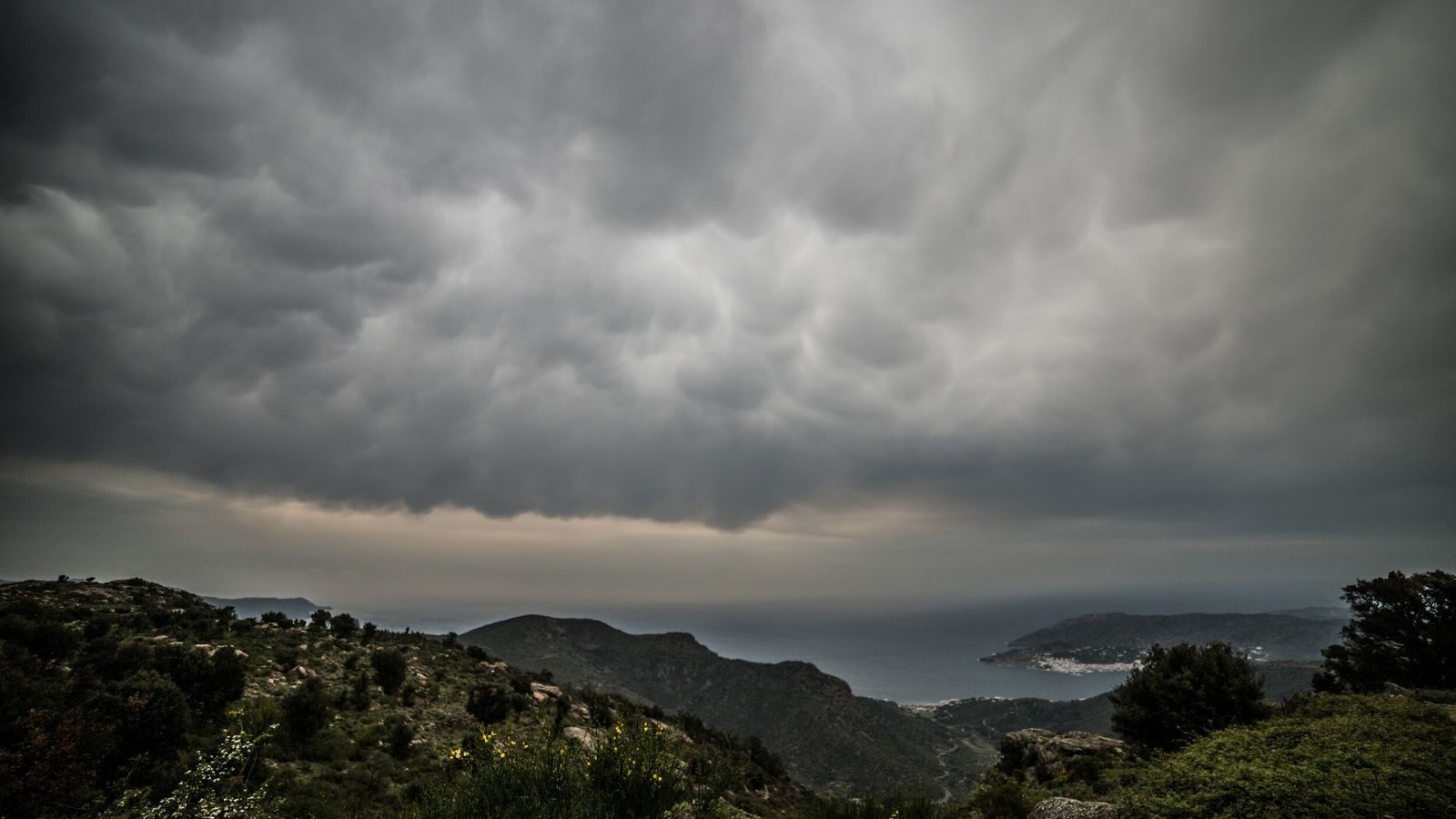 Ja s'entreveu el final del temporal de vent i de mar