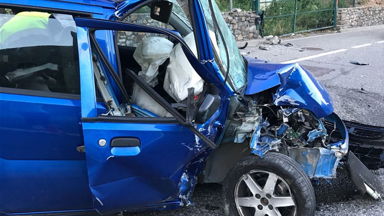 Estat en què ha quedat el cotxe després de l'accident. / ANA