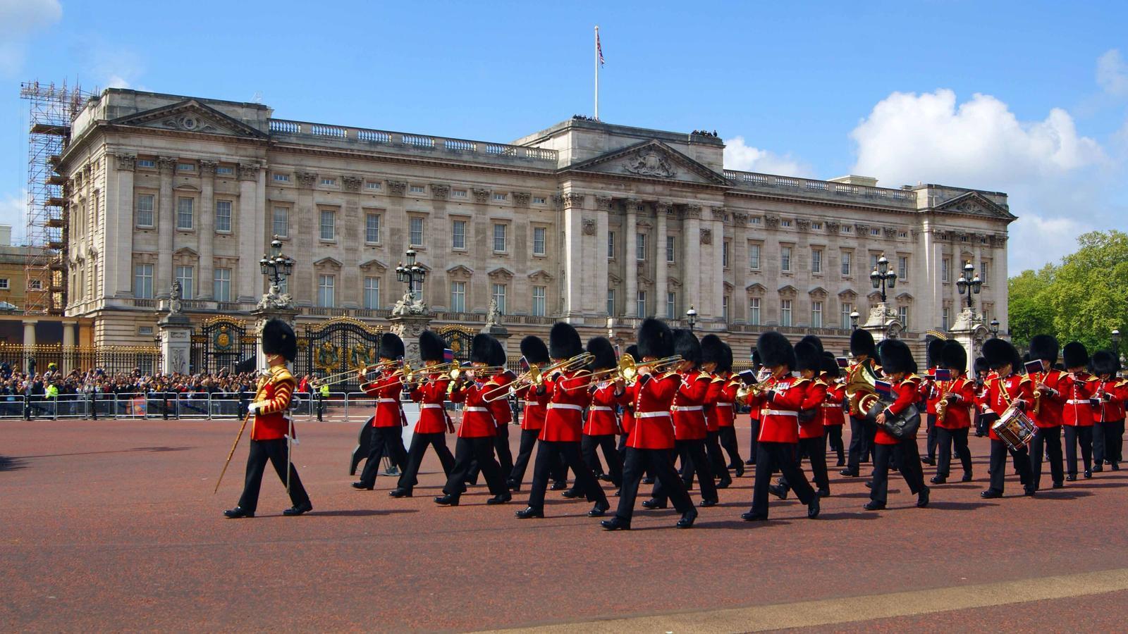 Imatge del canvi de guàrdia al palau de Buckingham el mes de maig del 2019