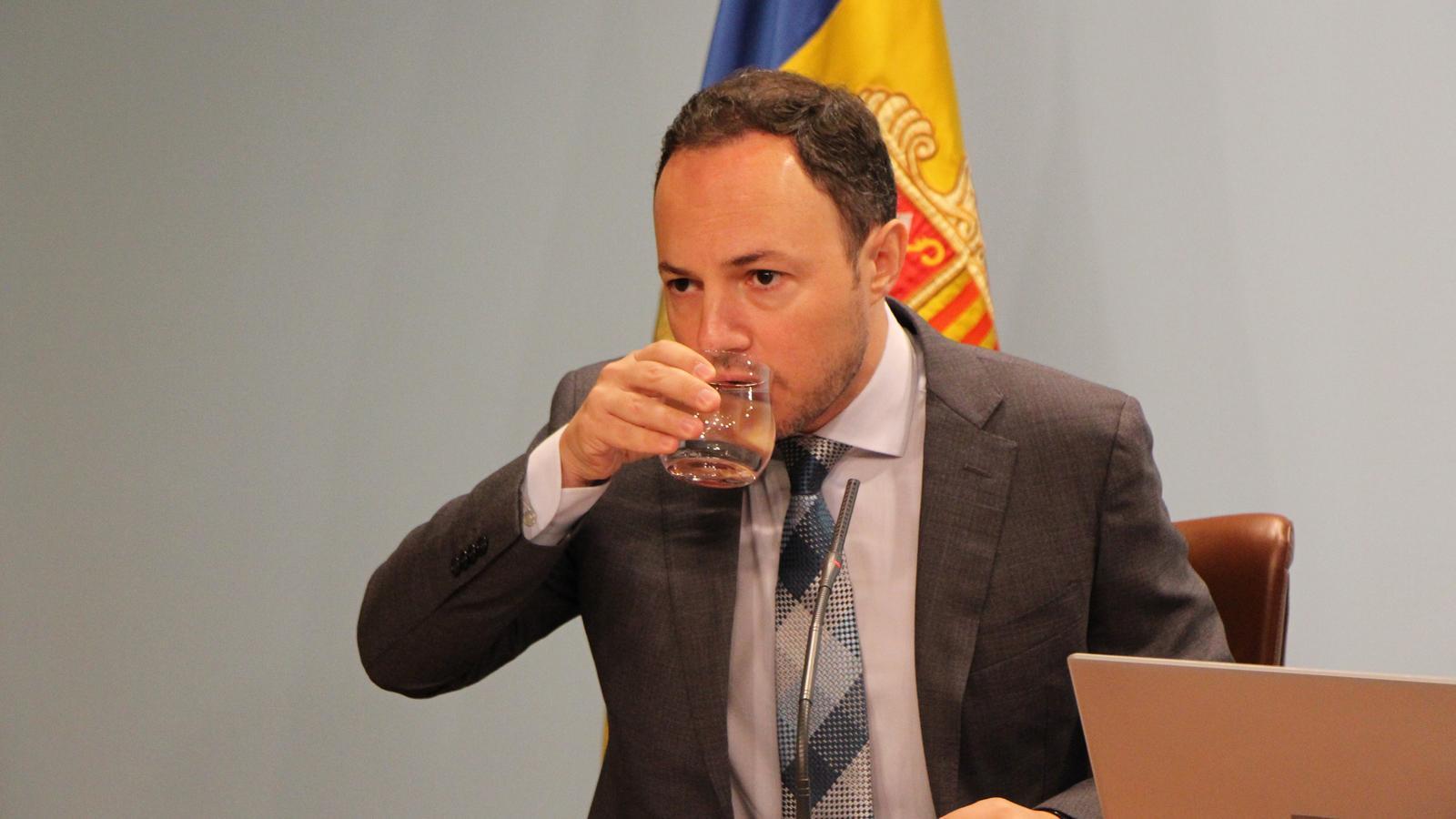 El ministre d'Afers Socials, Justícia i Interior, Xavier Espot, durant la roda de premsa d'aquest dilluns per presentar les dues lleis relacionades amb els menors. / C. G. (ANA)