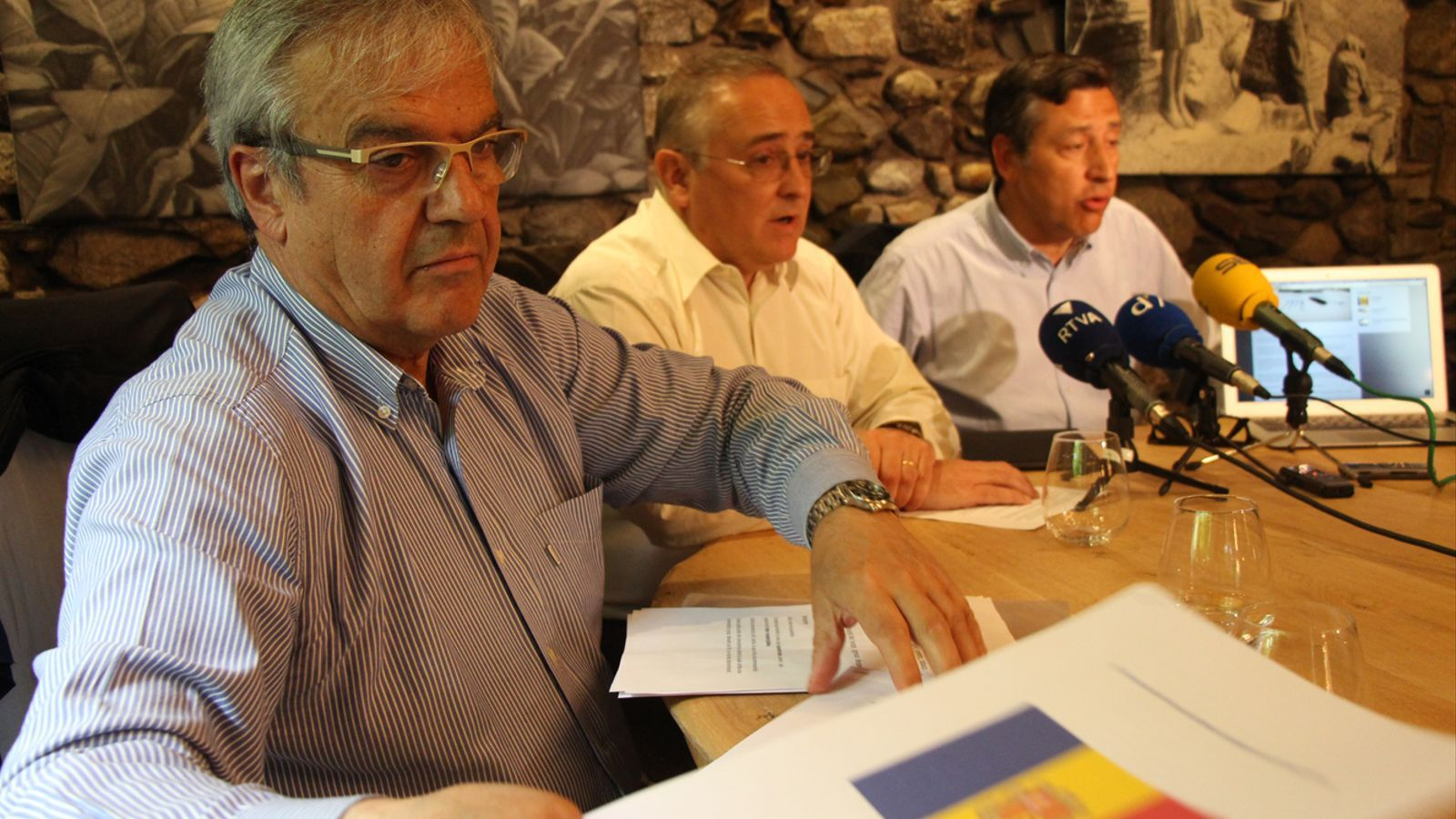 Josep Duró, Albert Font i Josep Anton López en roda de premsa. / M. T.