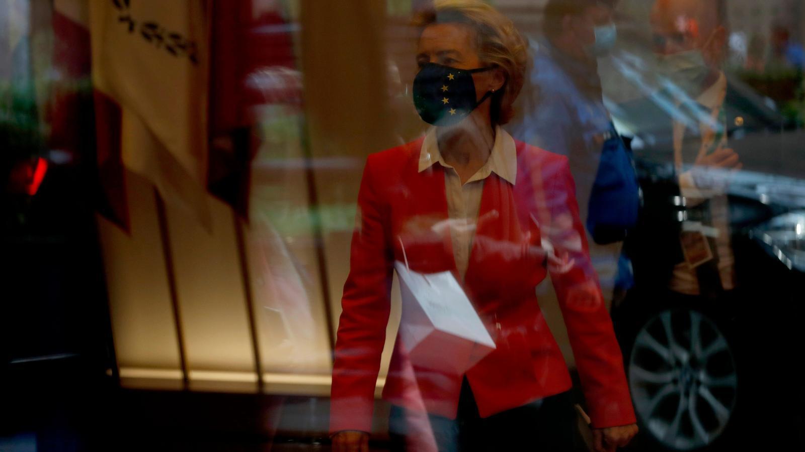 Ursula von der Leyen abandona avui l'edifici de la Comissió, a Brussel·les, després de la reunió del Consell Europeu