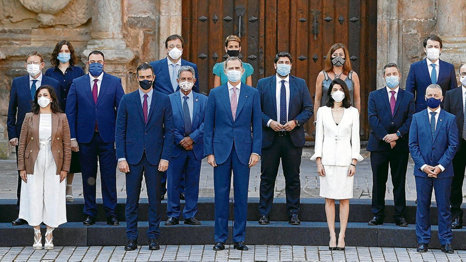Felip VI presidint la fotografia oficial de la XXI Conferència de presidents, a San Millán de la Cogolla.