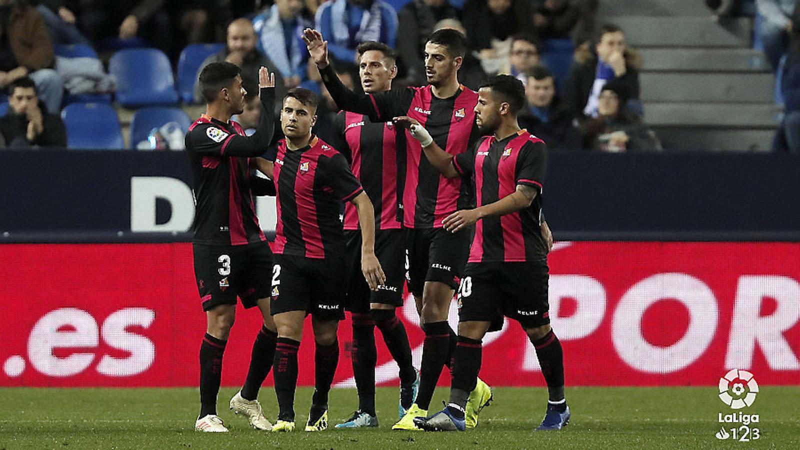 Històric triomf  del Reus al camp del Màlaga (0-3) Segon triomf  en tres partits  del Nàstic (1-0)