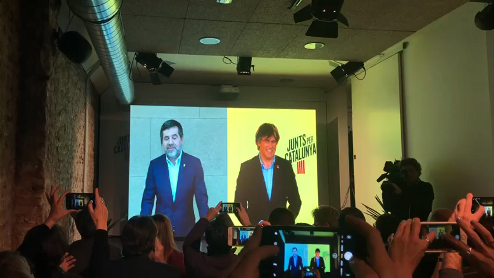 Jordi Sànchez i Carles Puigdemont, durant l'acte de JxCat