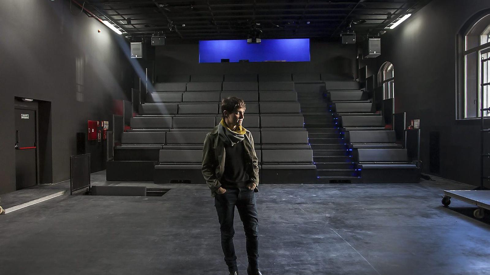 Gastón Core, director artístic d'Hiroshima, a la sala de teatre amb capacitat per a 130 persones.