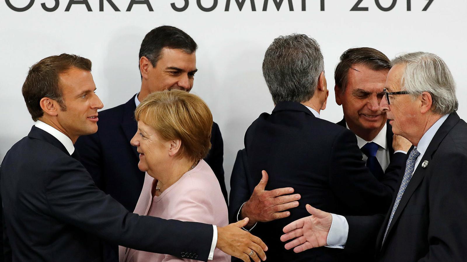 Esprint per als relleus a la UE: Tusk proposarà als líders que els socialistes presideixin la Comissió