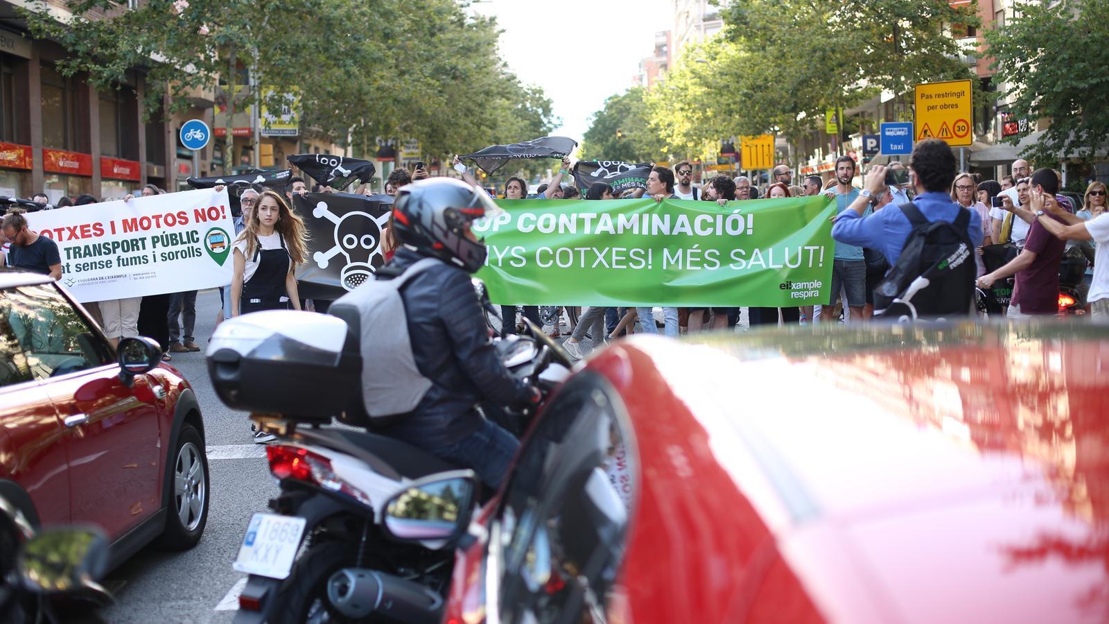 La concentració ha acabat amb el bloqueig del carrer Compte Urgell.