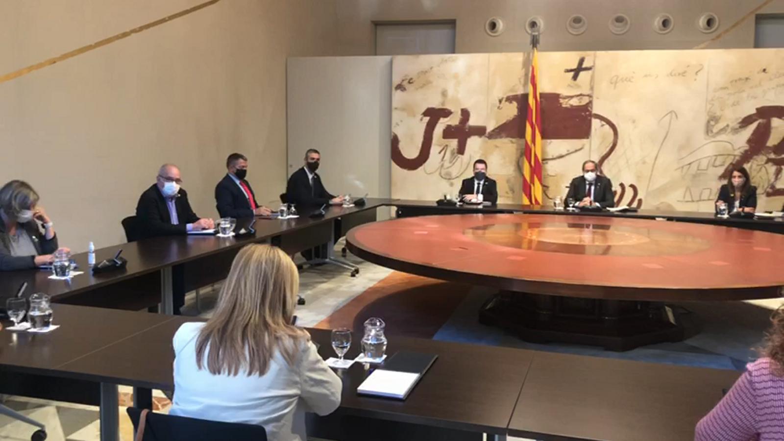 El Govern es reuneix pocs minuts abans que el president Torra faci una declaració institucional després de conèixer-se la seva inhabilitació