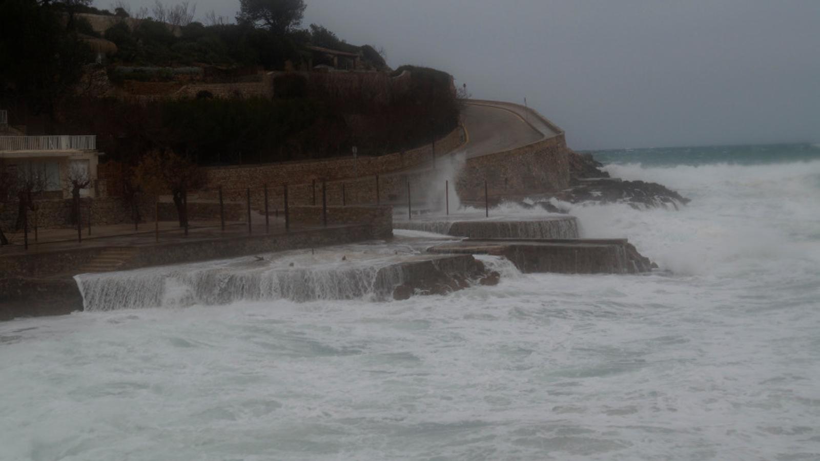 L'estat de la mar empitjorarà a causa del mal temps.