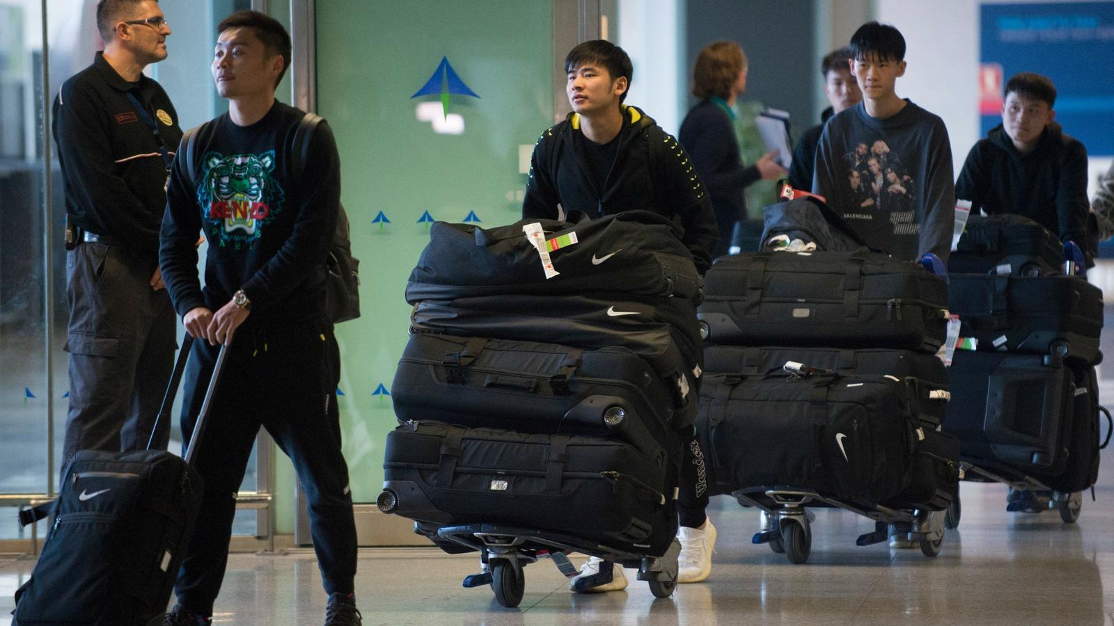 Polèmica per l'arribada a Màlaga de l'equip de futbol de Wuhan