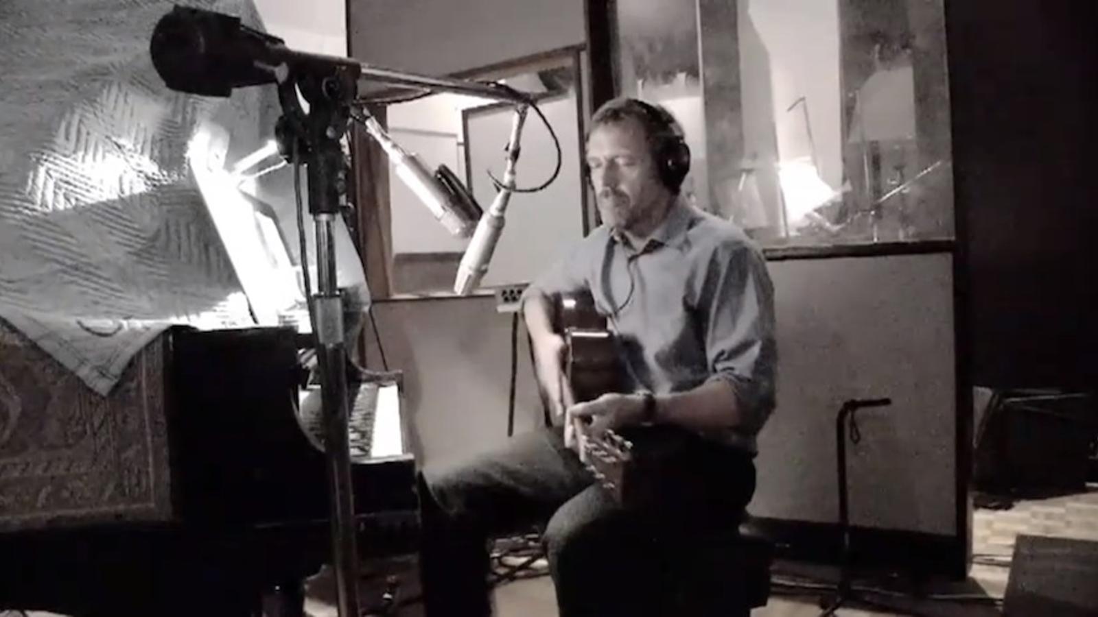 Hugh Laurie, el doctor House, amb la seva banda de blues i a punt d'aterrar a Barcelona