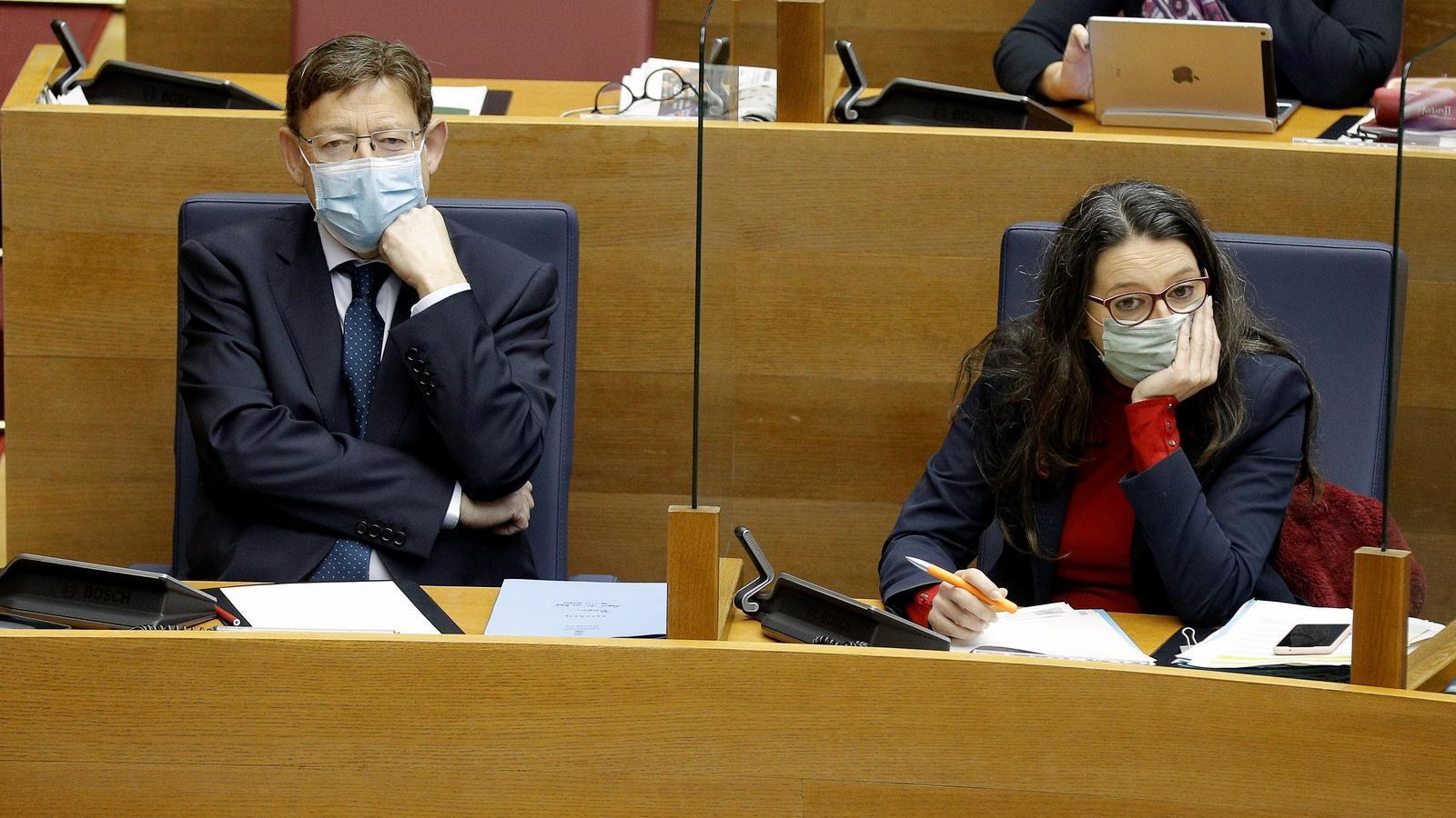 El cap del Consell, Ximo Puig, i la vicepresidenta primera, Mónica Oltra, al Parlament valencià aquest dijous