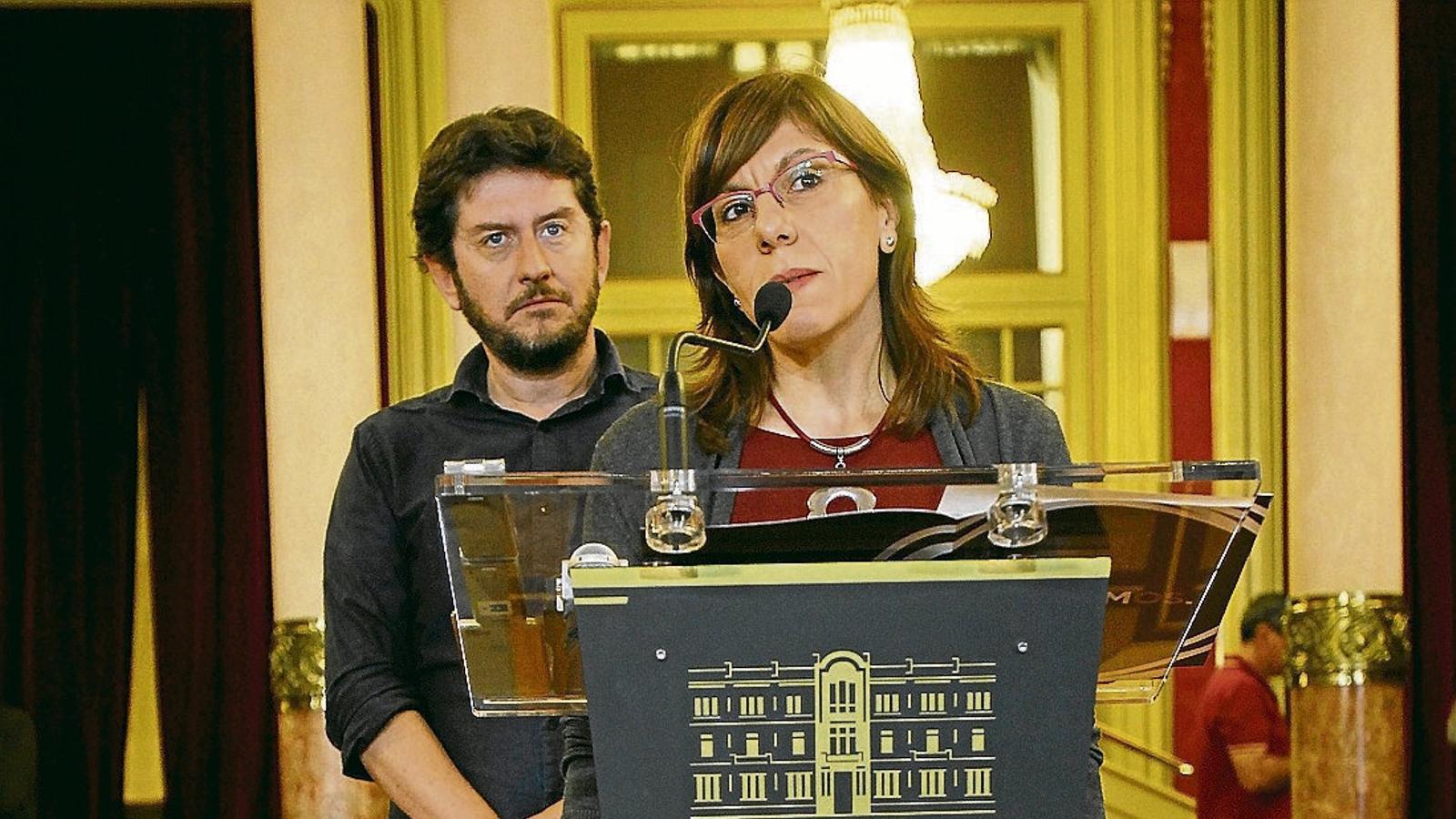 Fins ara, la portaveu del grup parlamentari de Podem ha estat Laura Camargo, amb Jarabo com a portaveu adjunt.