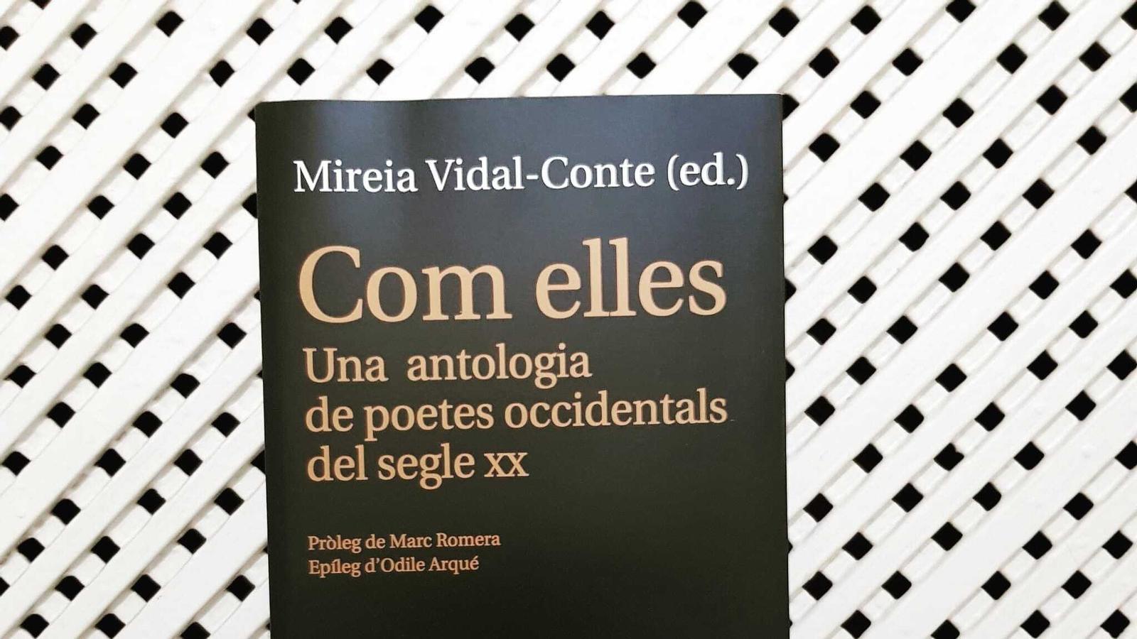 'Com elles', antologia de poetes de Lleonard Muntaner que inclou la Louise Glück