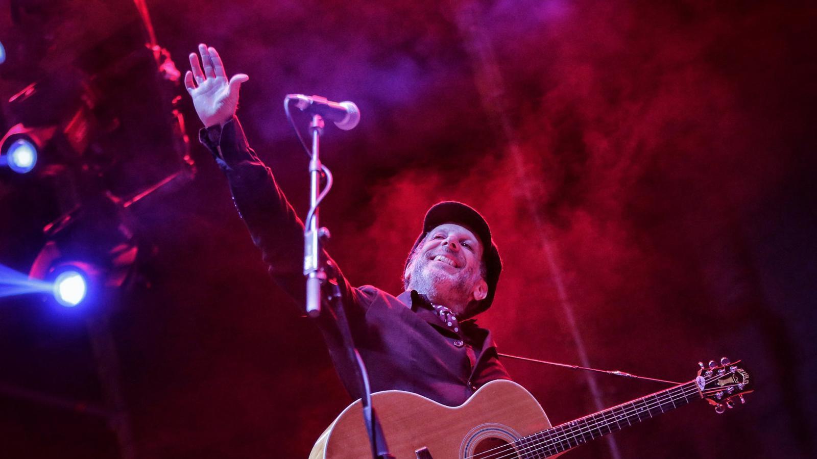 Mercury Rev durant el concert d'ahir  a la plaça dels Àngels de Barcelona.