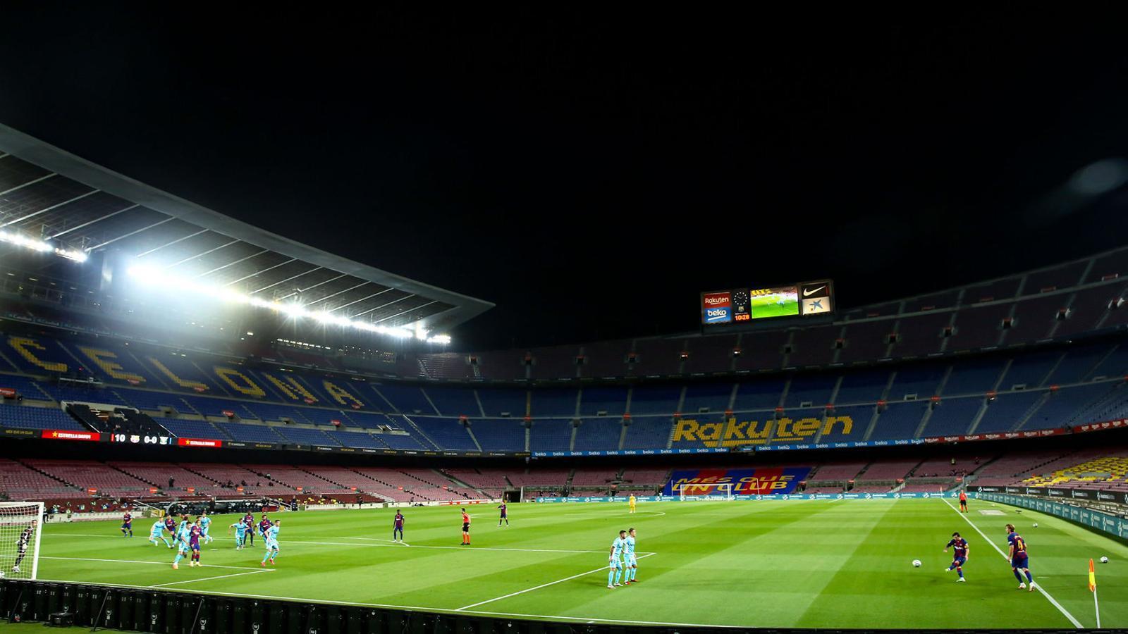 El Camp Nou sense espectadors durant el partit entre el Barça i el Leganés.