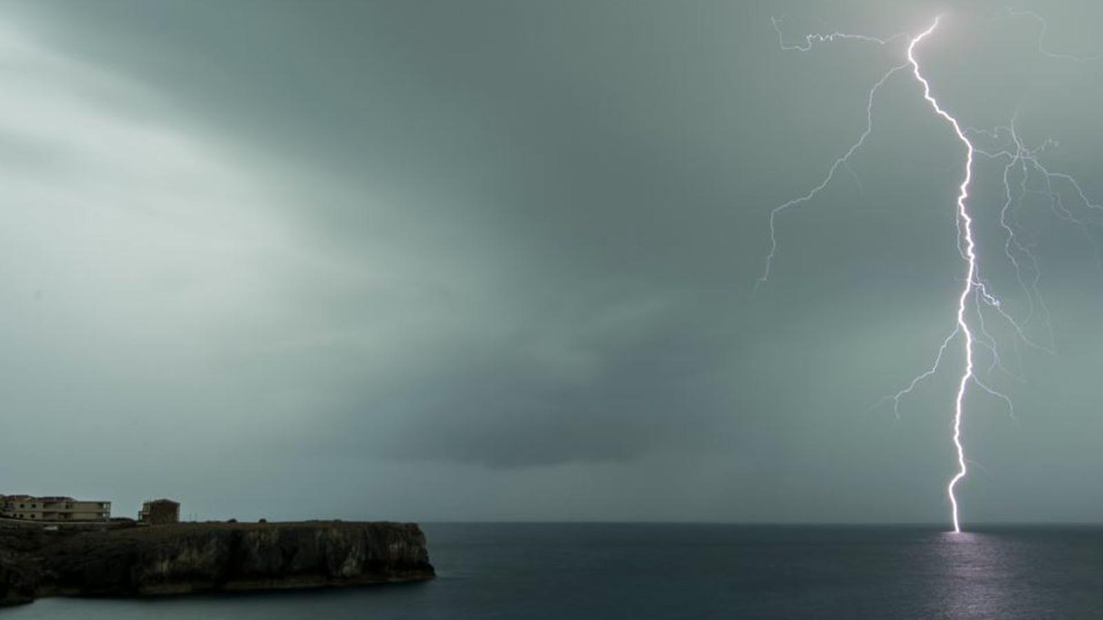 Nit de llamps a Menorca.