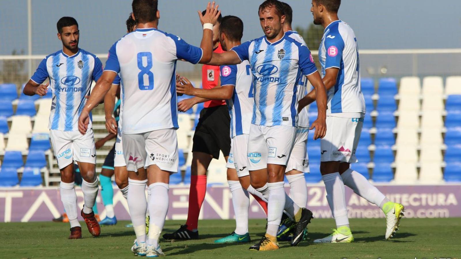 Canario celebra el primer gol del partit