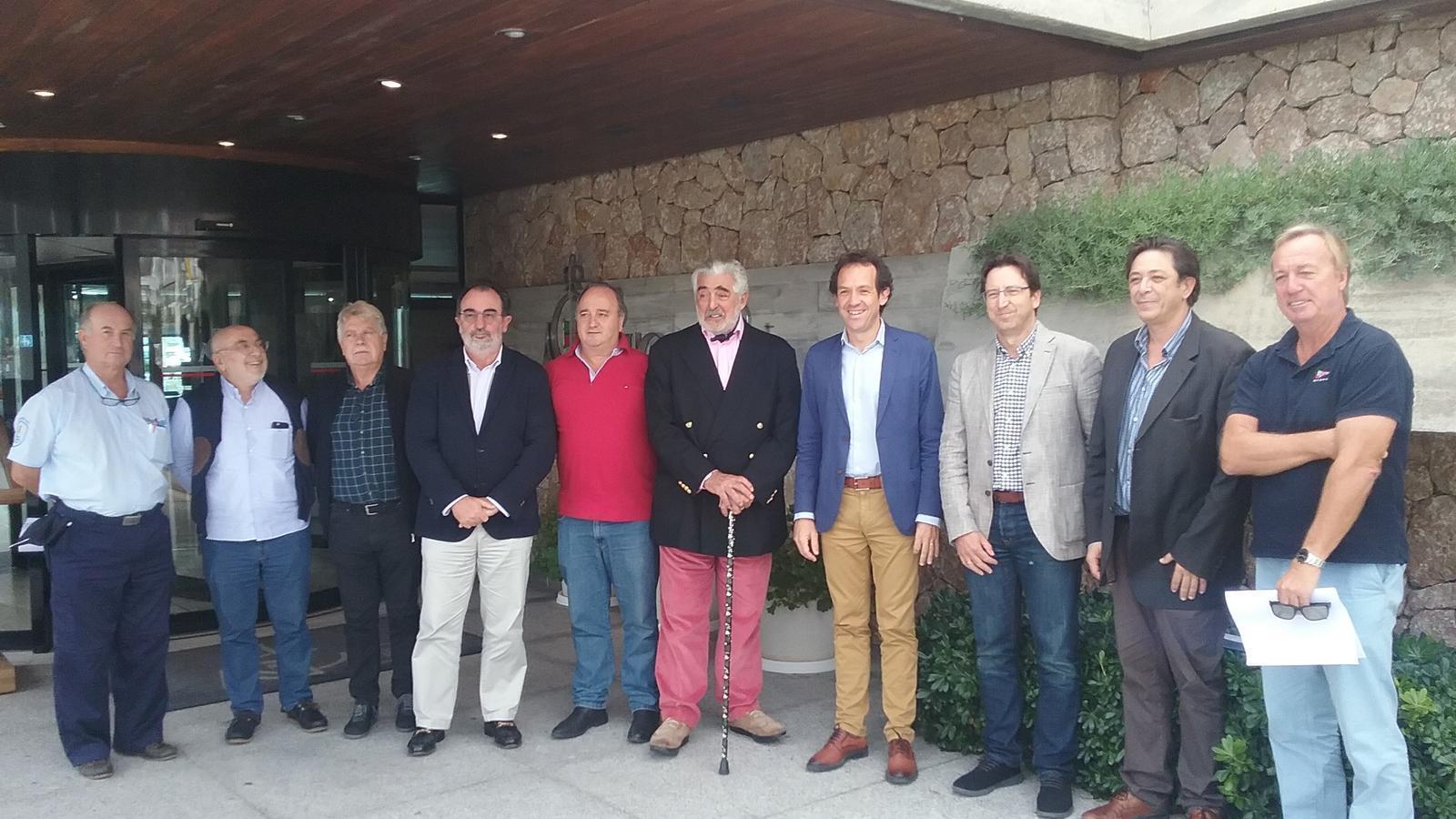 A la presentació han assistit Andrés Nevado, Regidor Delegat del Port de Pollença de l'Ajuntament; a més del president del Reial Club Nàutic, Alan Joseph Ponte; el cap d'Unitat de l'Àrea de Gestió Directa de PortsIB, Nicolàs Ferrer Pons; i representants de la Federació d'Associacions d'Amarristes de les Illes Balears, entre d'altres assistents