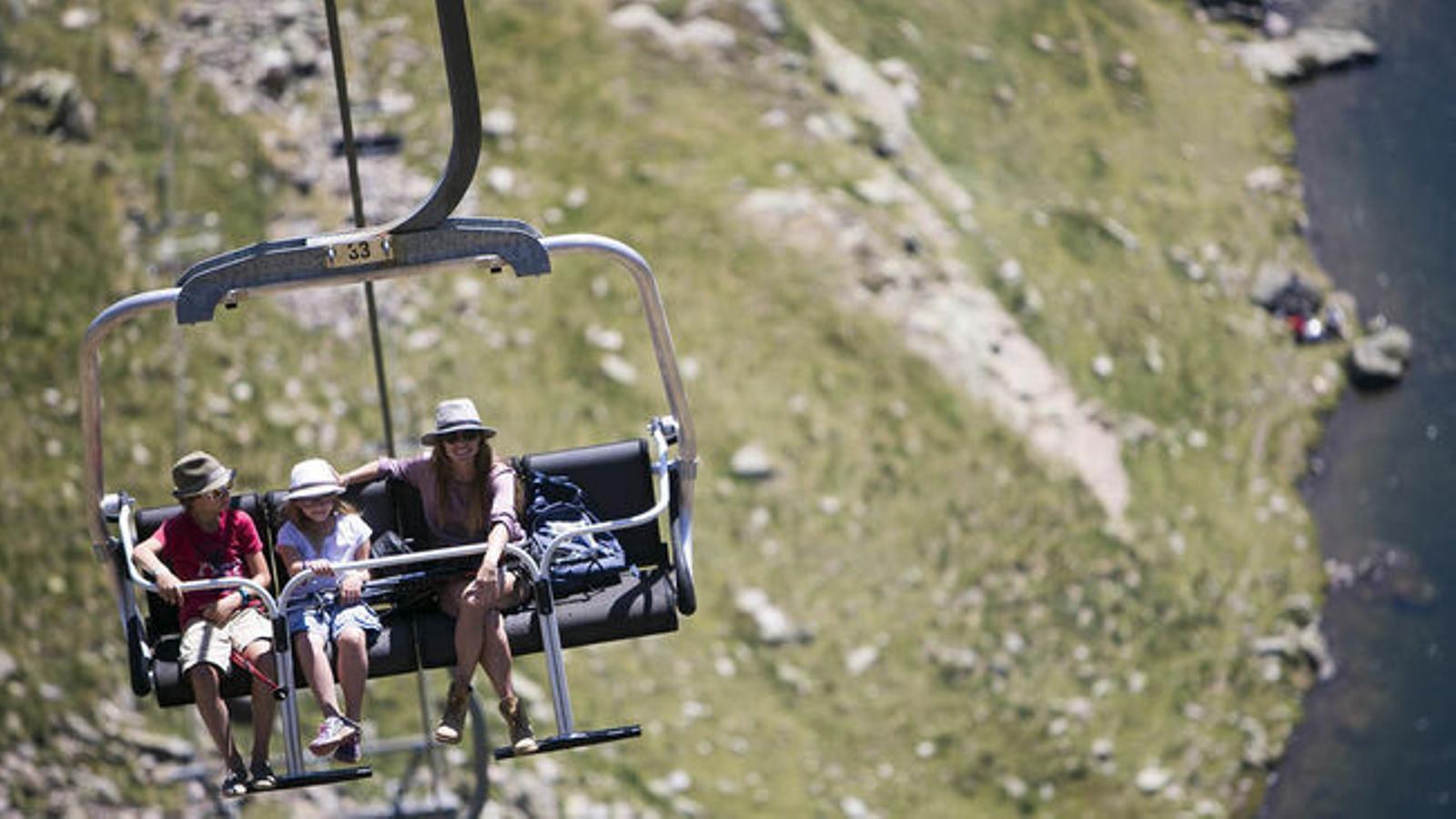 Un telecadira de Vallnord a l'estiu. / VALLNORD
