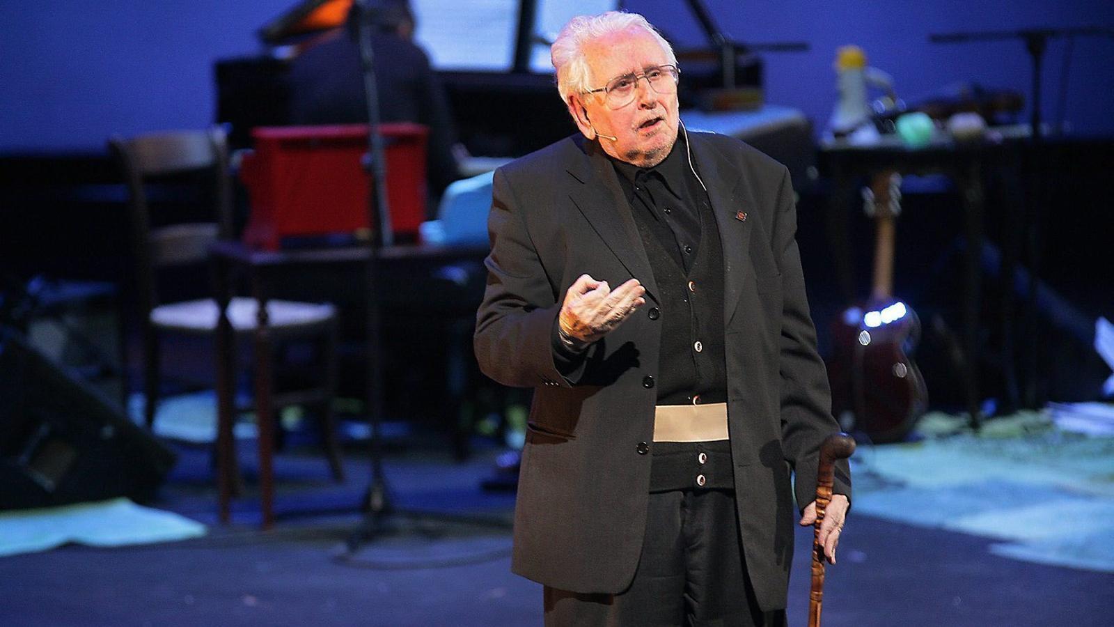 A més de director, Esteve Polls va ser un dels actors del muntatge d'El poema de Nadal al TNC el 2007.