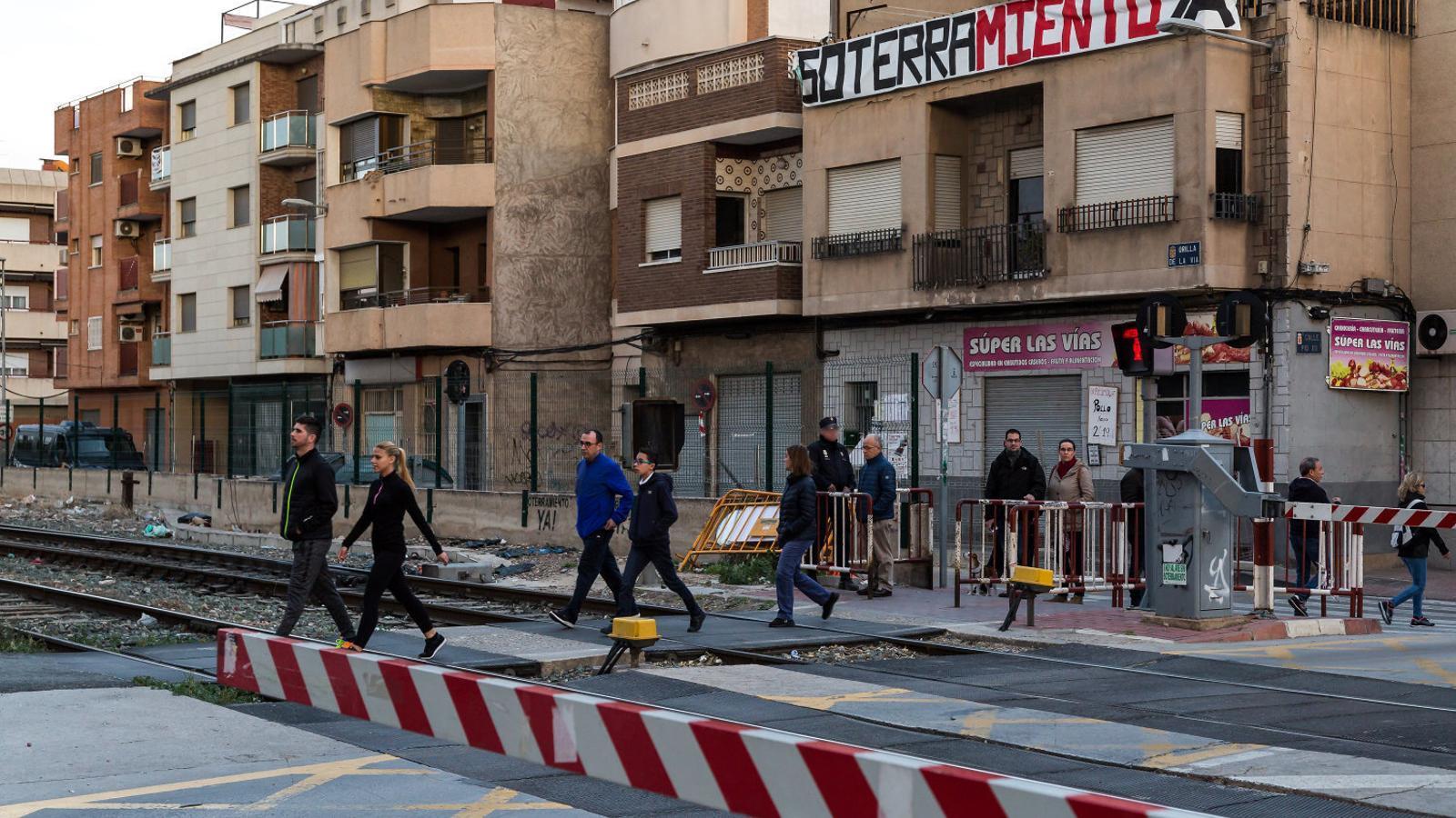 Múrcia es rebel·la contra la construcció del mur de l'AVE