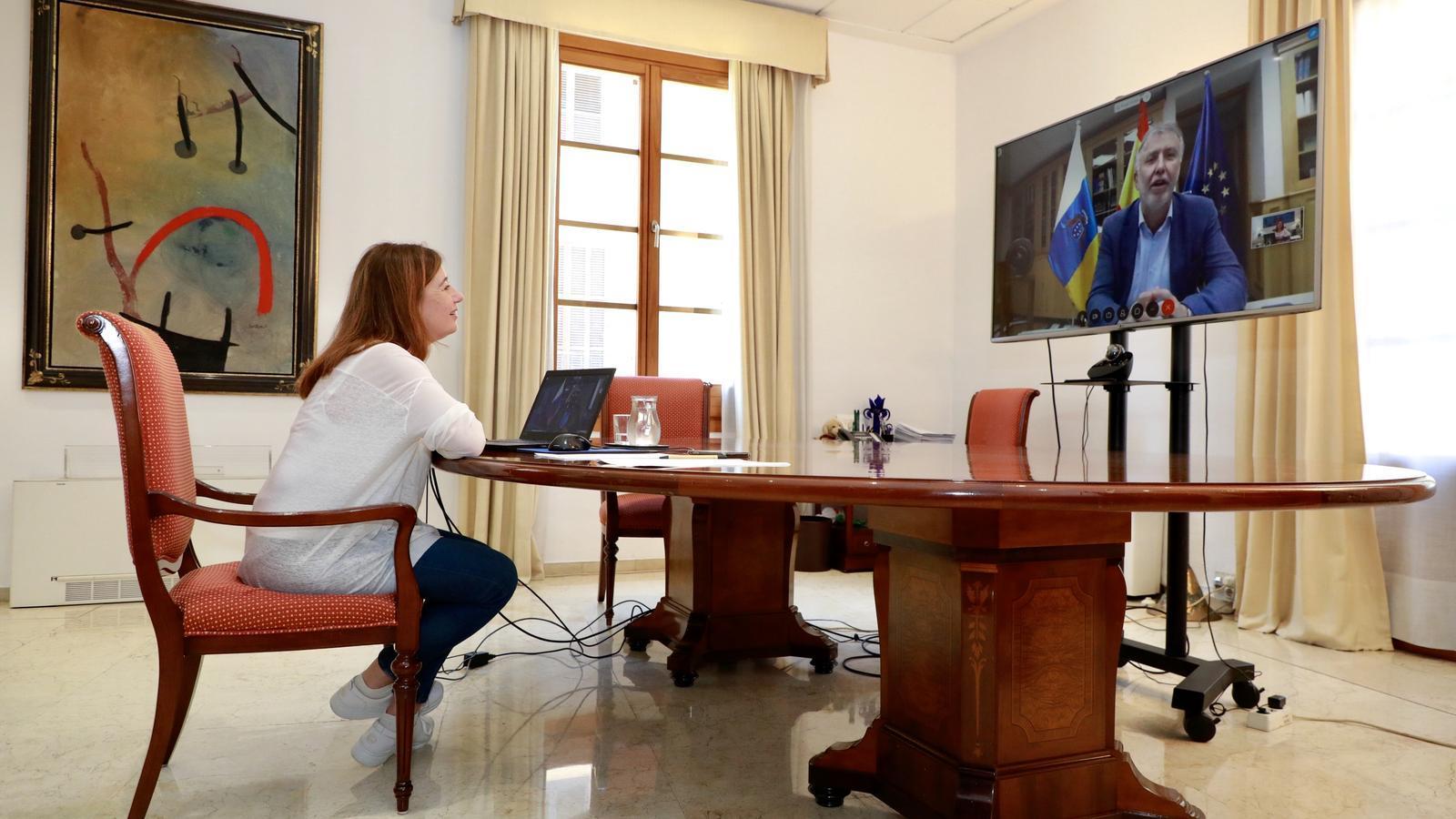 La presidenta del Govern balear, Francina Armengol, durant la reunió amb el president de l'executiu canari, Ángel Víctor Torres