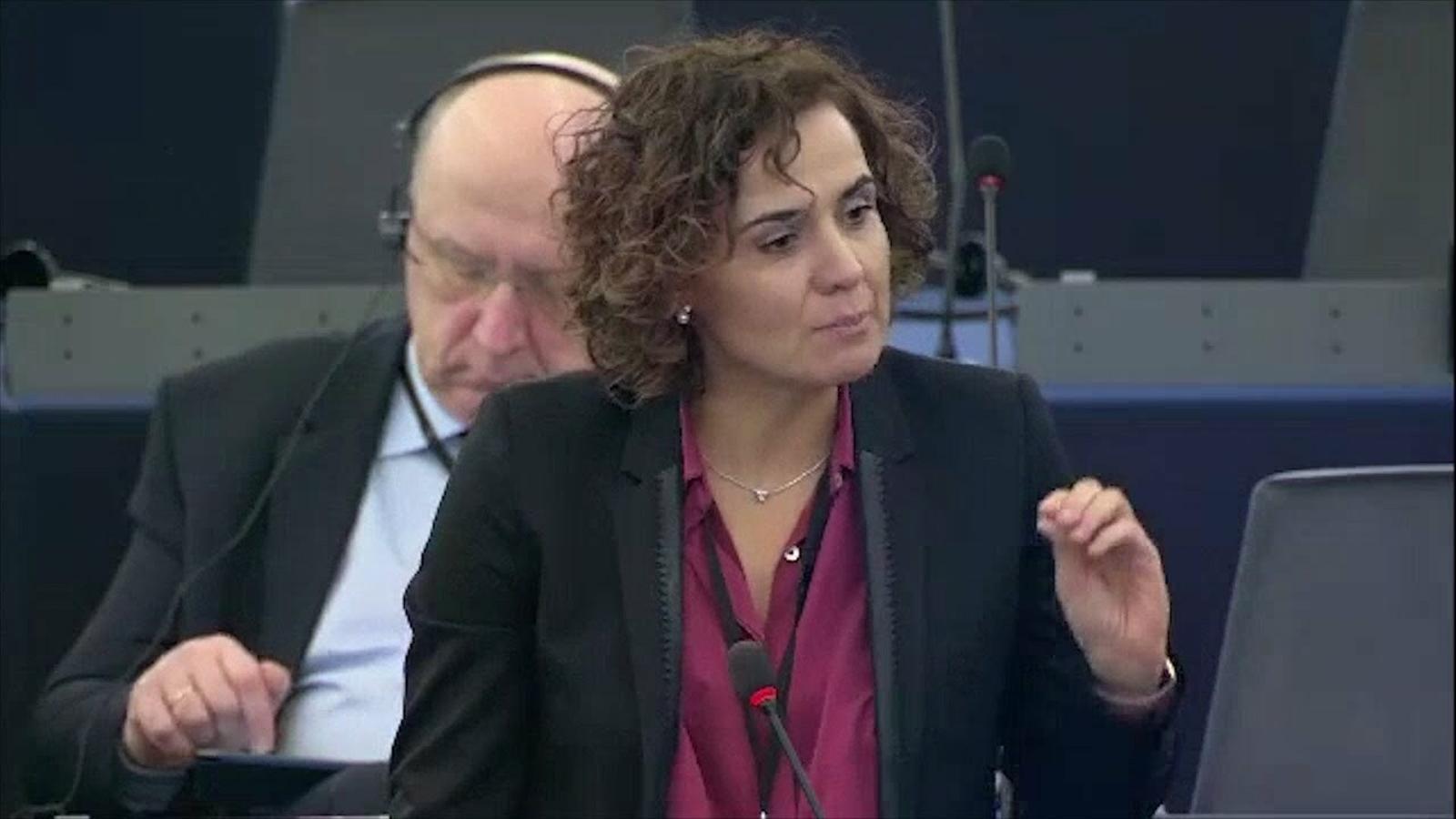 """Enganxada entre Puigdemont i Montserrat a l'Eurocambra: """"Vostè va atemptar contra l'estat de dret"""""""