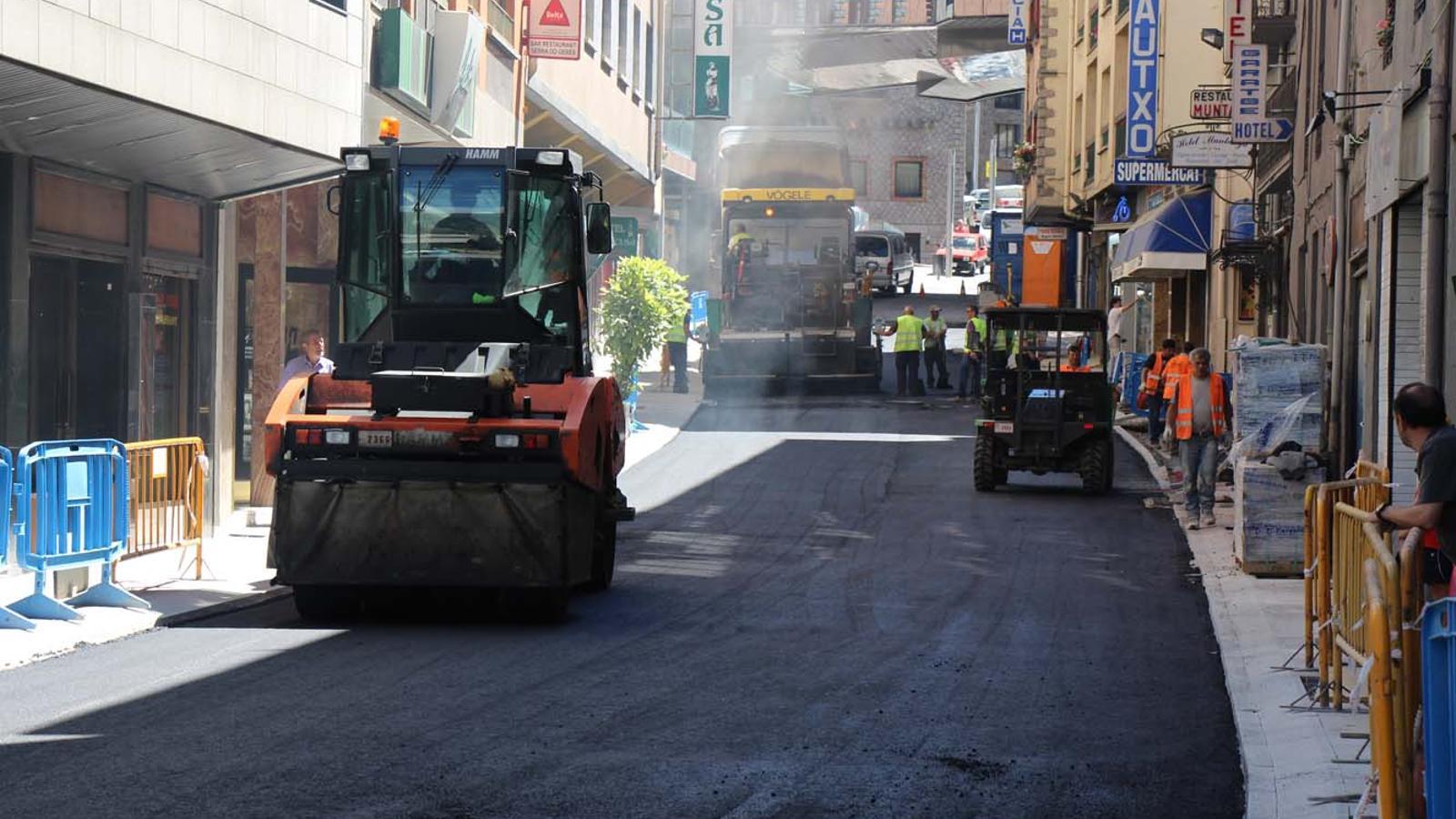 Pavimentació de la part alta de l'avinguda Carlemany / G.L.(ANA)