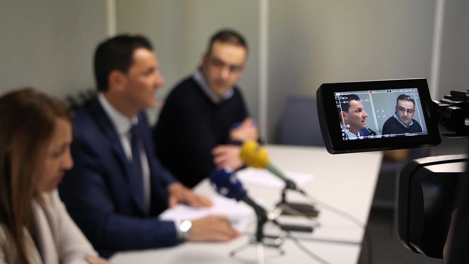 El president del partit i del grup parlamentari Liberal, Jordi Gallardo, durant la roda de premsa. / M. M.