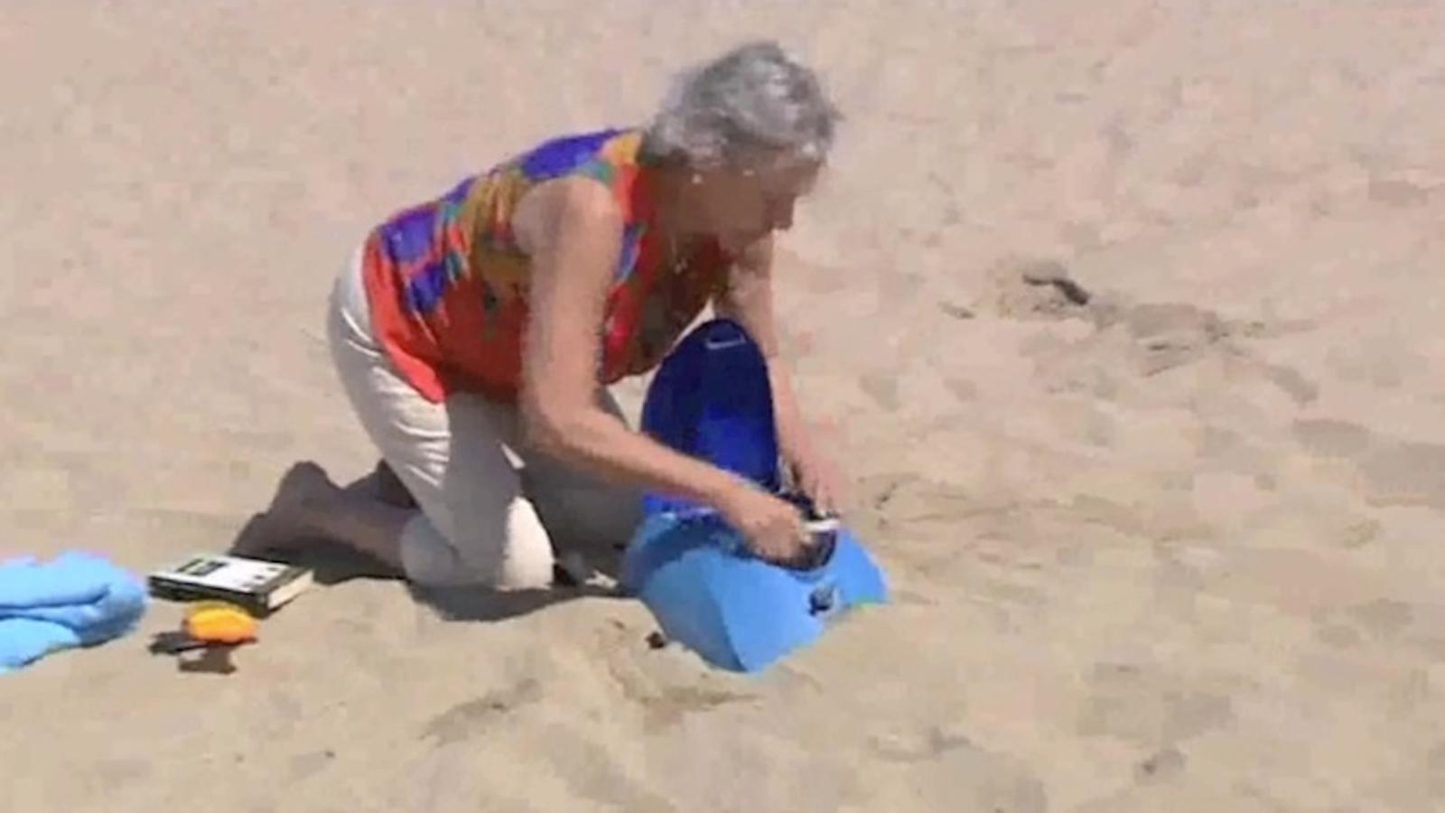 Una motxilla que es clava a la sorra contra els furts a la platja