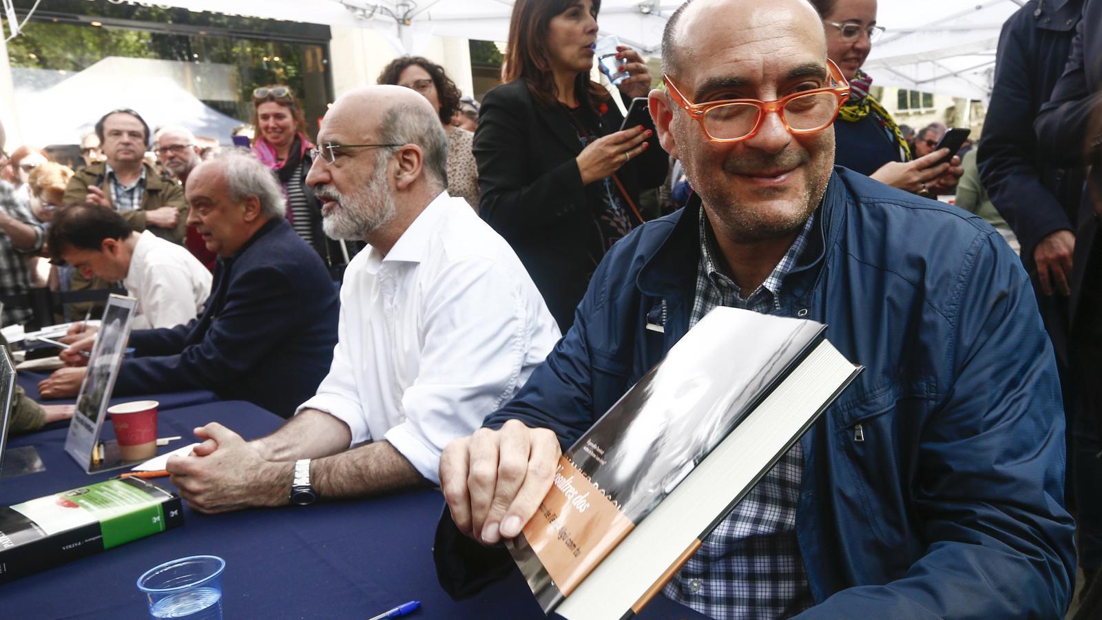 Xavier Bosch encapçala la llista de més venuts de ficció en català