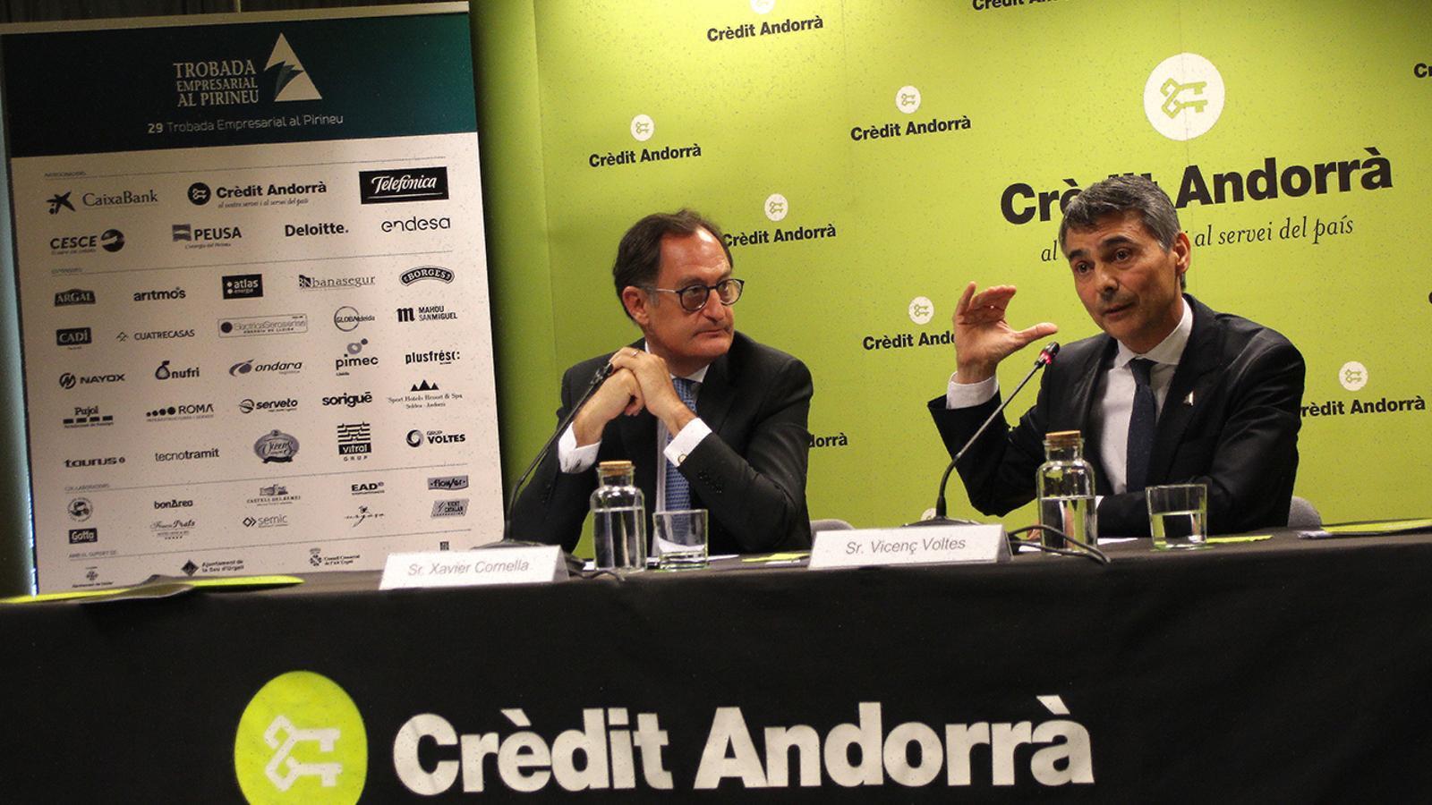 El conseller executiu i director general de Crèdit Andorrà, Xavier Cornella, i el president de la Trobada Empresarial al Pirineu, Vicenç Voltes, en la roda de premsa de presentació de la cita. / M. F. (ANA)